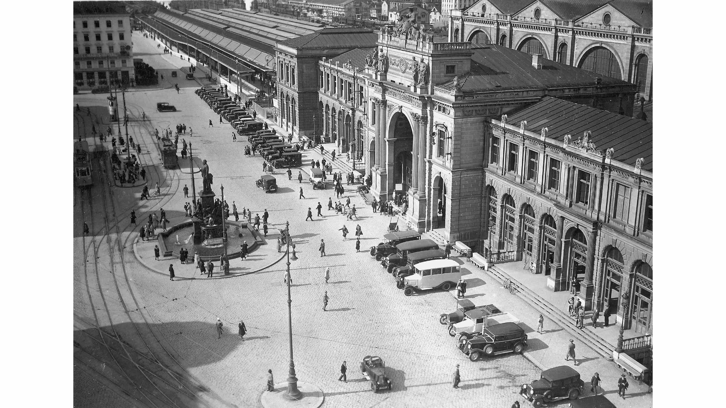 Bahnhofplatz 1930.