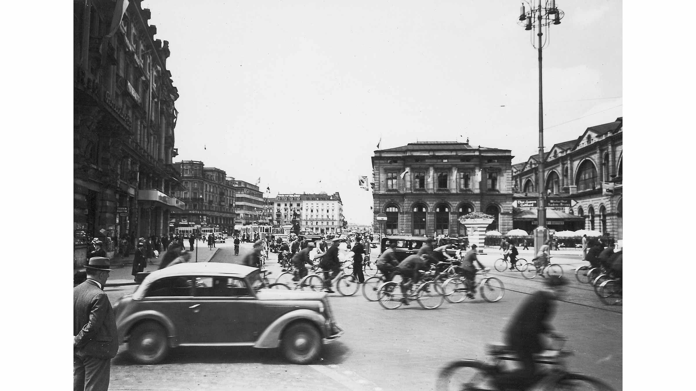 Bahnhofplatz 1939.