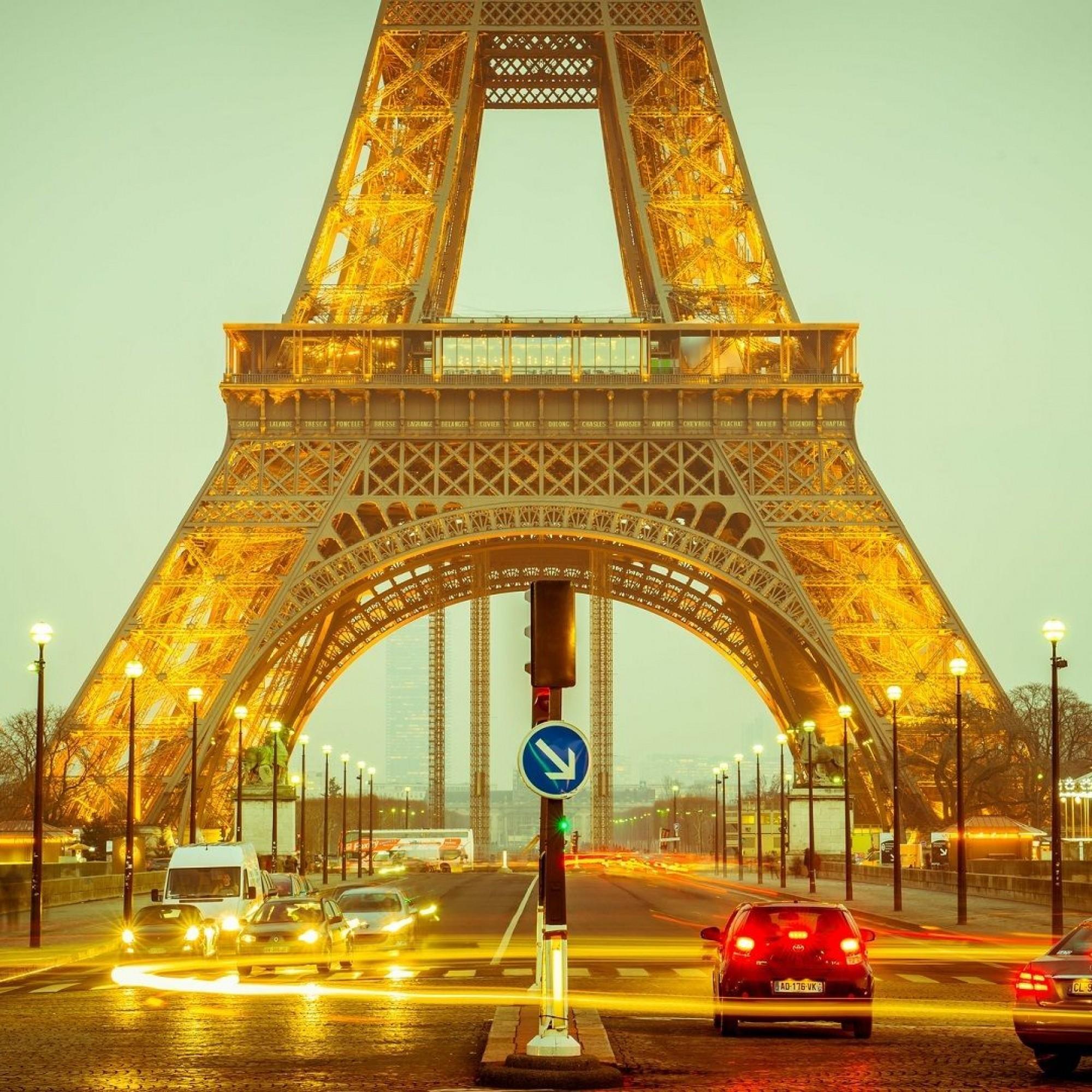 Und so sieht heute die erste Ebene des 324 Meter hohen Eiffelturms aus.