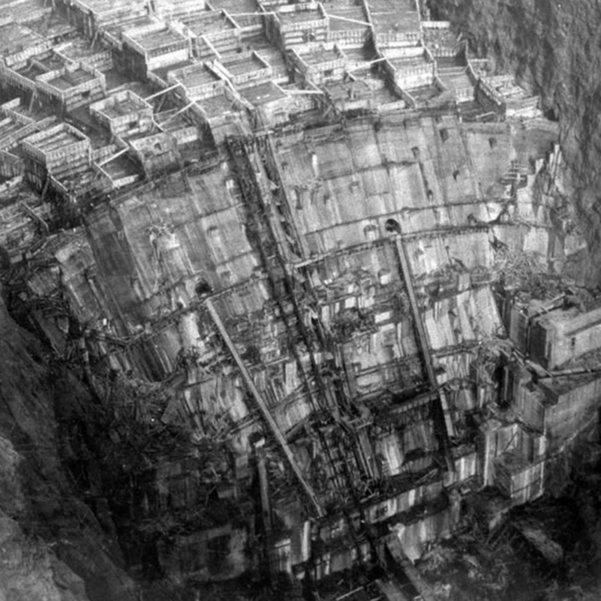 Der Hoover Dam während der Bauphase um 1934.Diese Aufnahme von 1934 zeigt den Hoover Dam – eine Talsperre auf der Grenze zwischen den US-Bundesstaaten Nevada und Arizona. Zu diesem Zeitpunkt befand sich das Bauwerk gerade in der Bauphase.