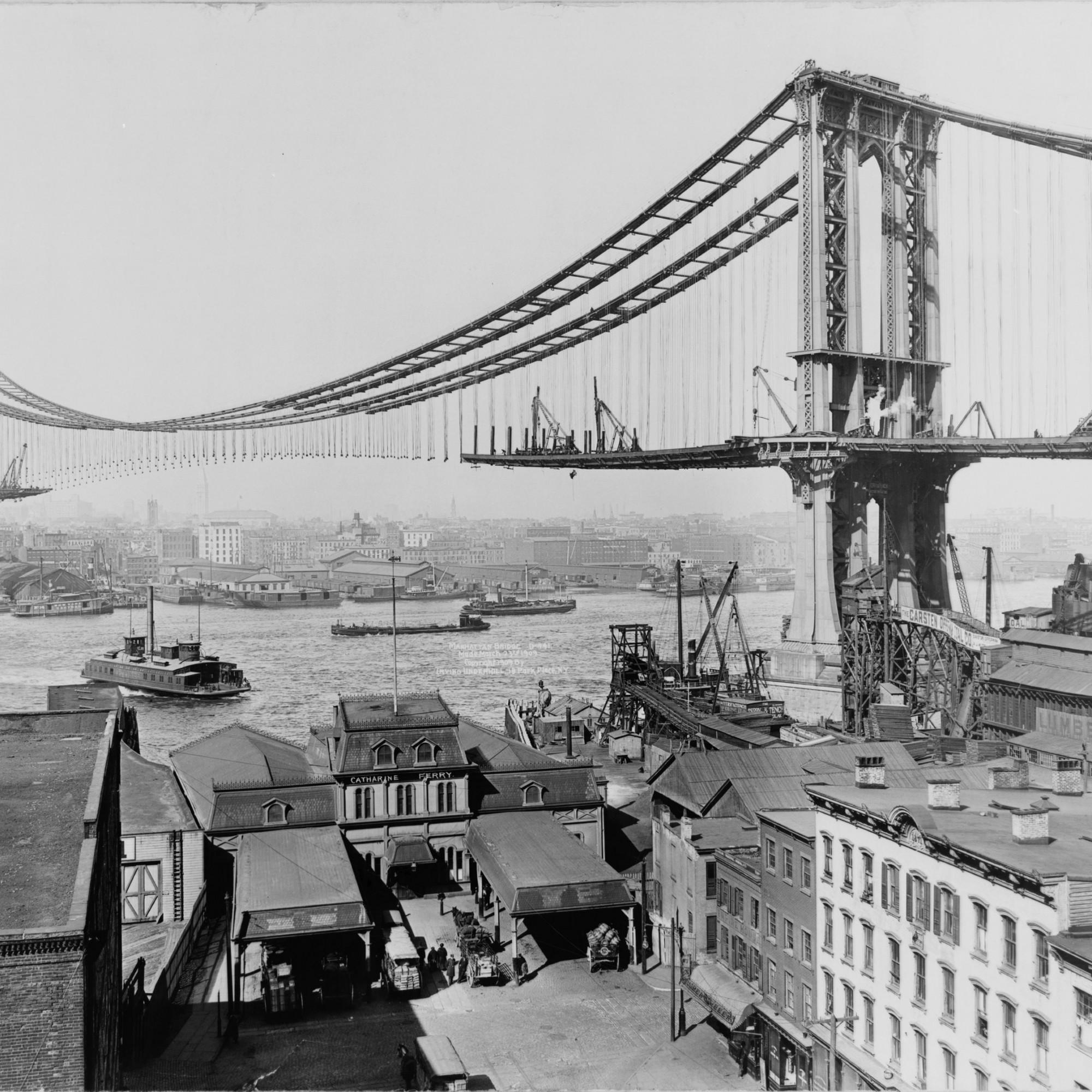 Ein Foto von 1909: Damals befand sich die bekannte Hängebrücke in New York City noch im Bau. Sie überquert den East River und verbindet die Stadtteile Lower Manhattan und Brooklyn miteinander. (Quelle:Library of Congress/LC-USZ62-100104)