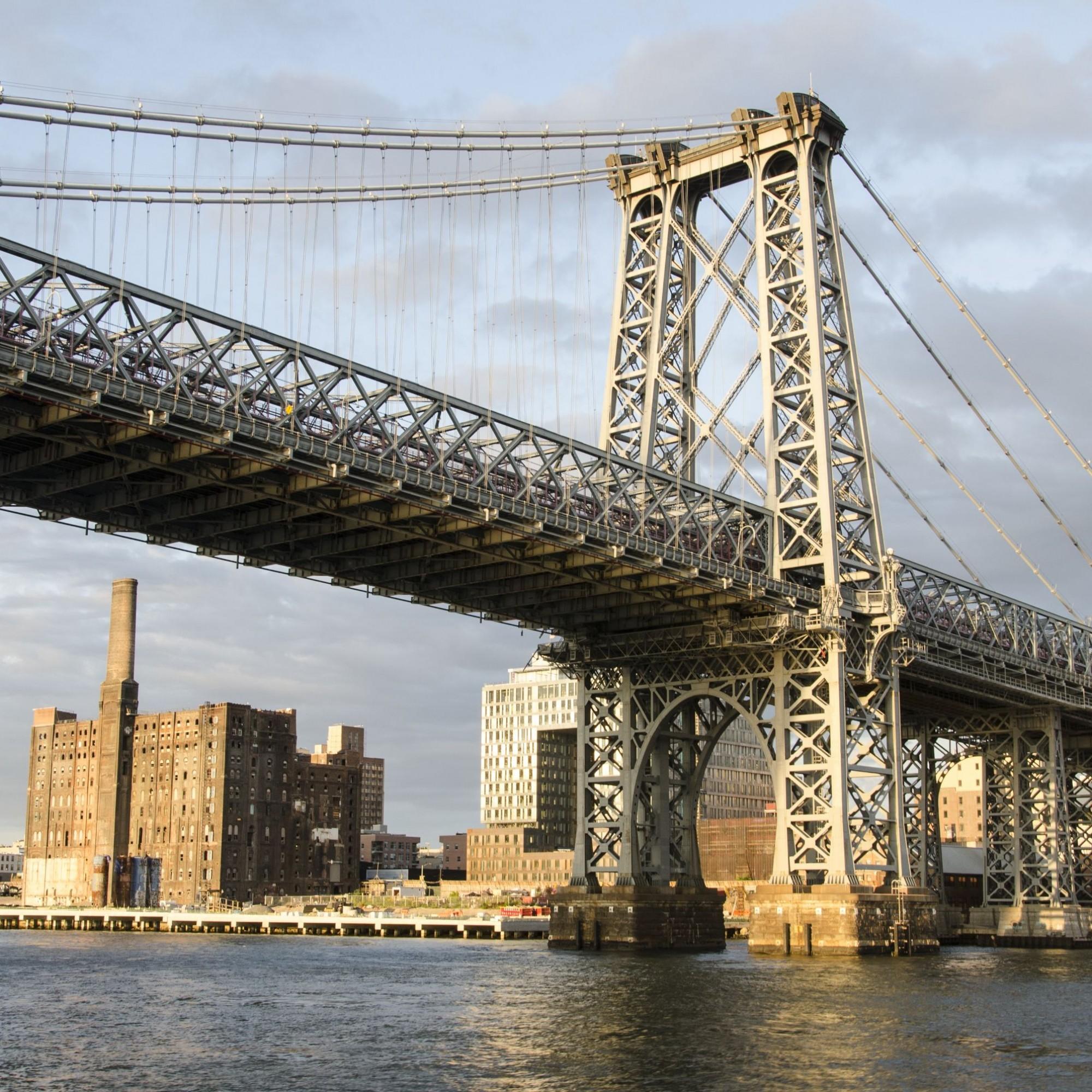 Heute finden auf den zwei Ebenen der Manhattan Brücke ganze vier Gleise der New York City Subway, sieben Fahrspuren für den Verkehr und ein Fuss- und Radweg Platz.