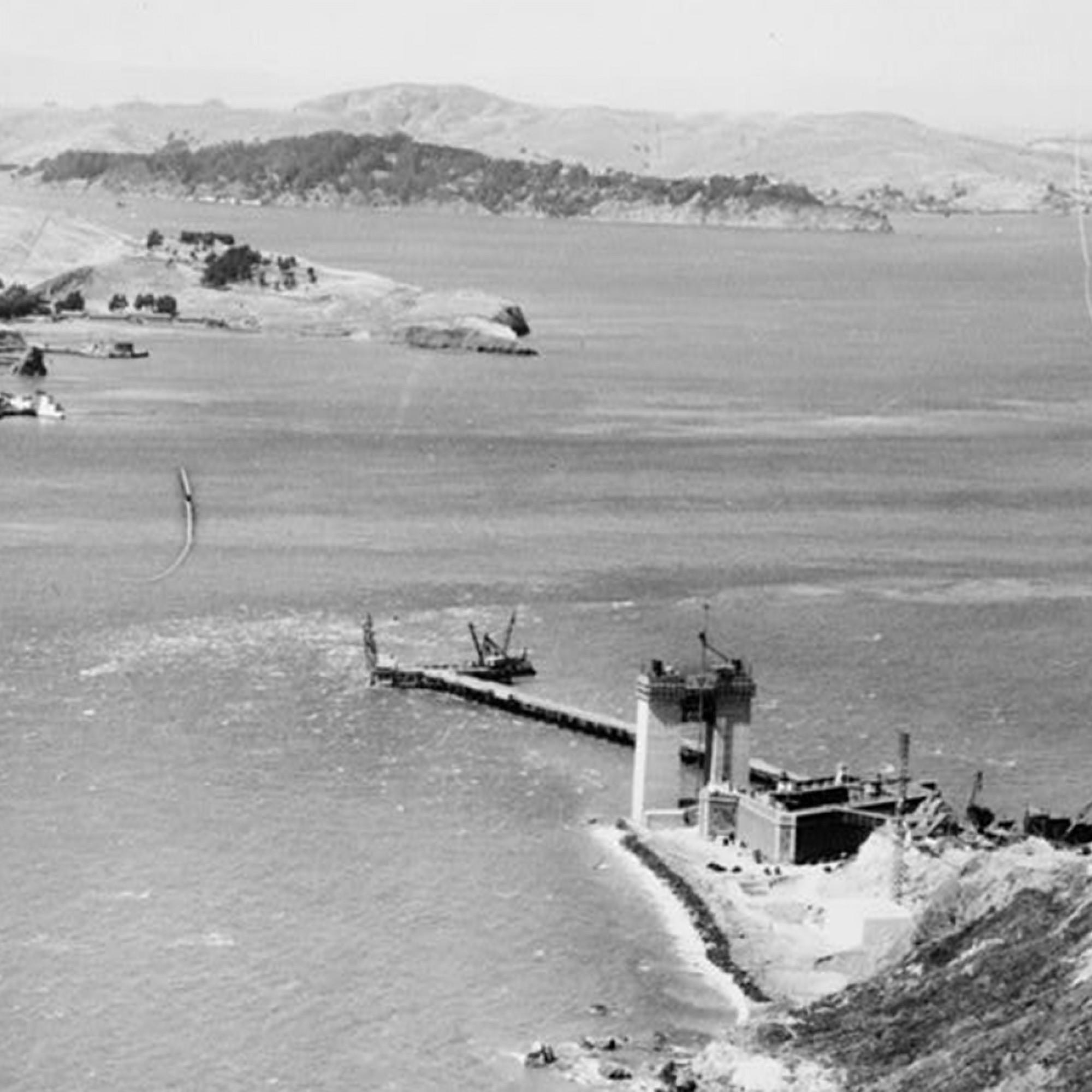 Der Baustart der bekannten Hängebrücke am Eingang zur Bucht von San Francisco erfolgte um 1933. Schnell wurde das Bauwerk zum Wahrzeichen der gesamten Bay Area und wandelte sich zu einer der wichtigsten Attraktionen San Franciscos. (Quelle: Library of Con