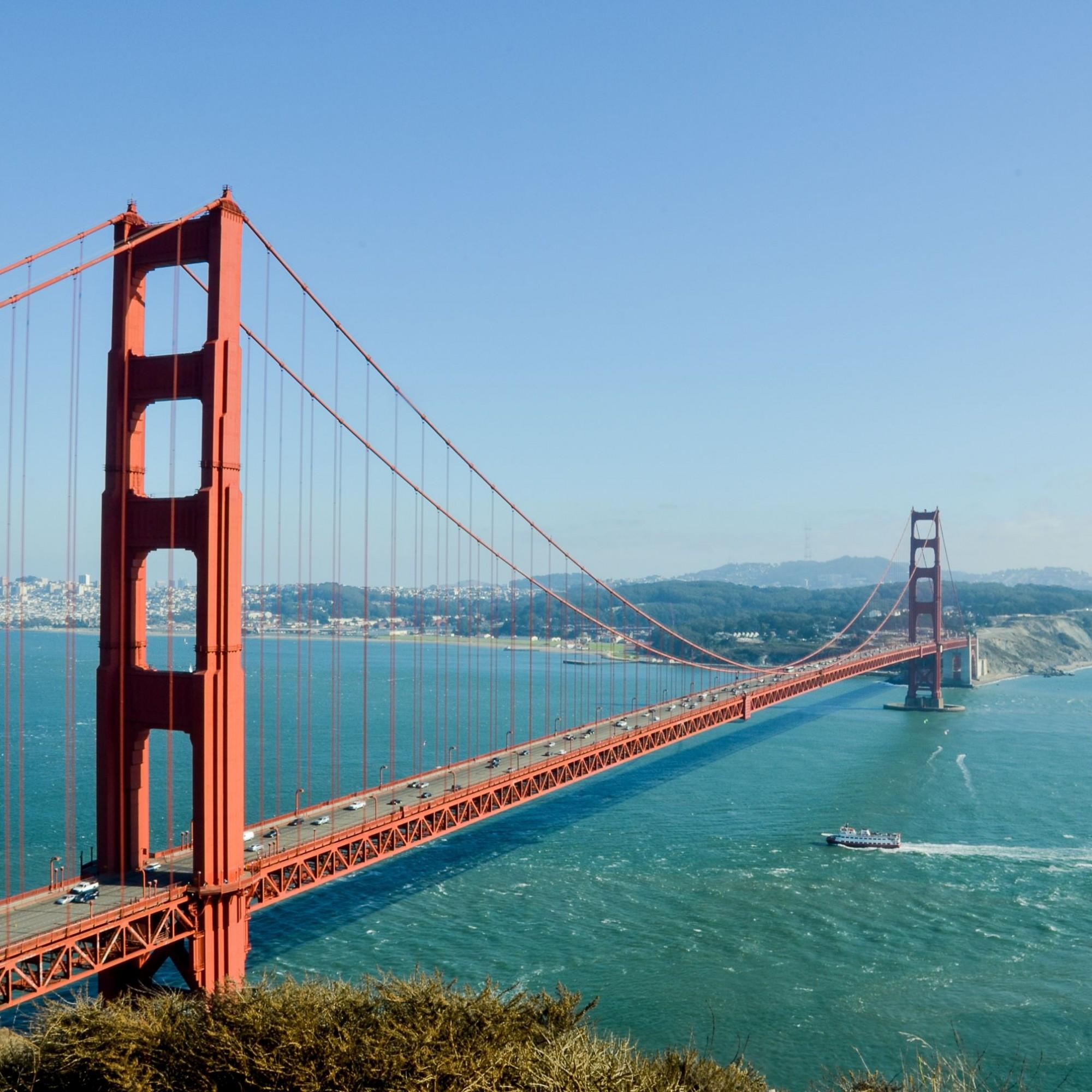Eröffnet wurde die Brücke um 1937. Sie besitzt sechs Fahrspuren und zwei Geh- und Radwege und verbindet San Francisco mit dem Marin County und dem Napa- und Sonoma-Valley.
