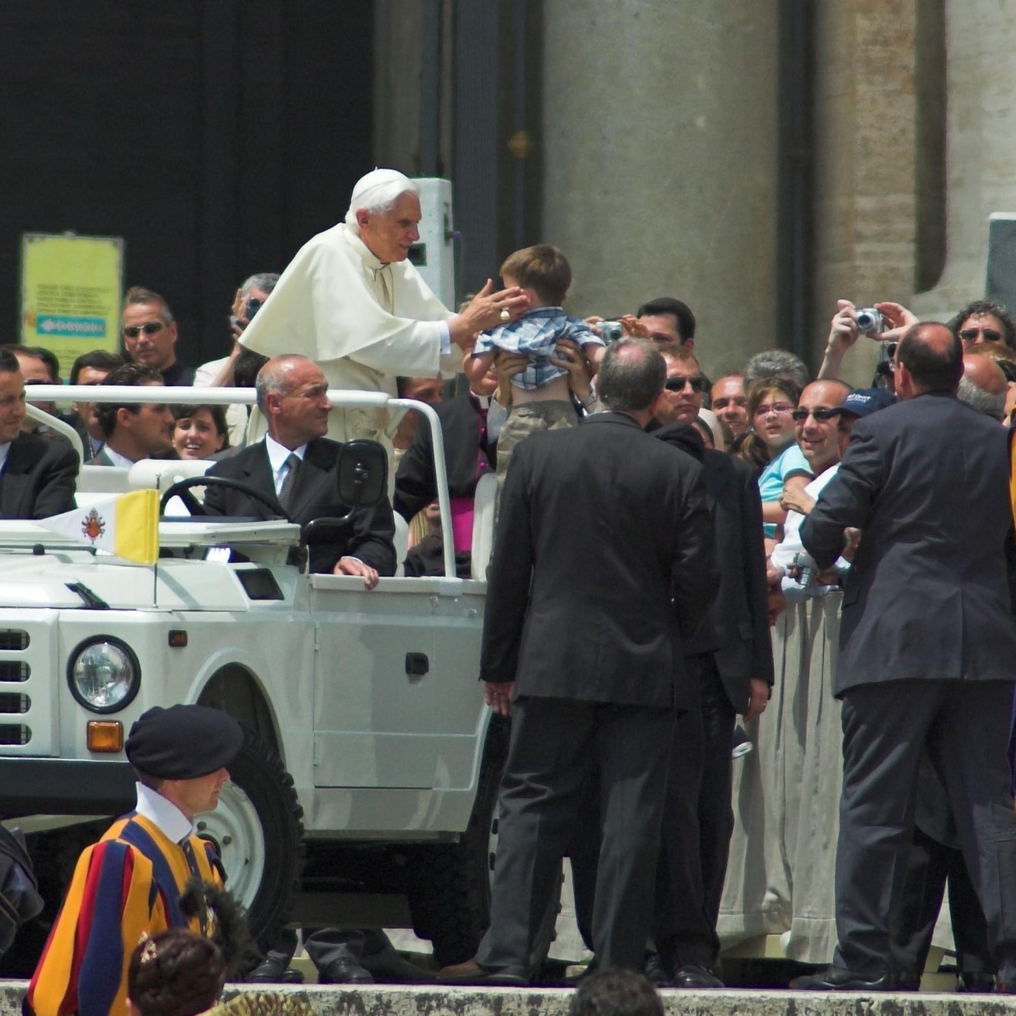 Die Schweizergarde ist die persönliche Leibgarde des Papstes.