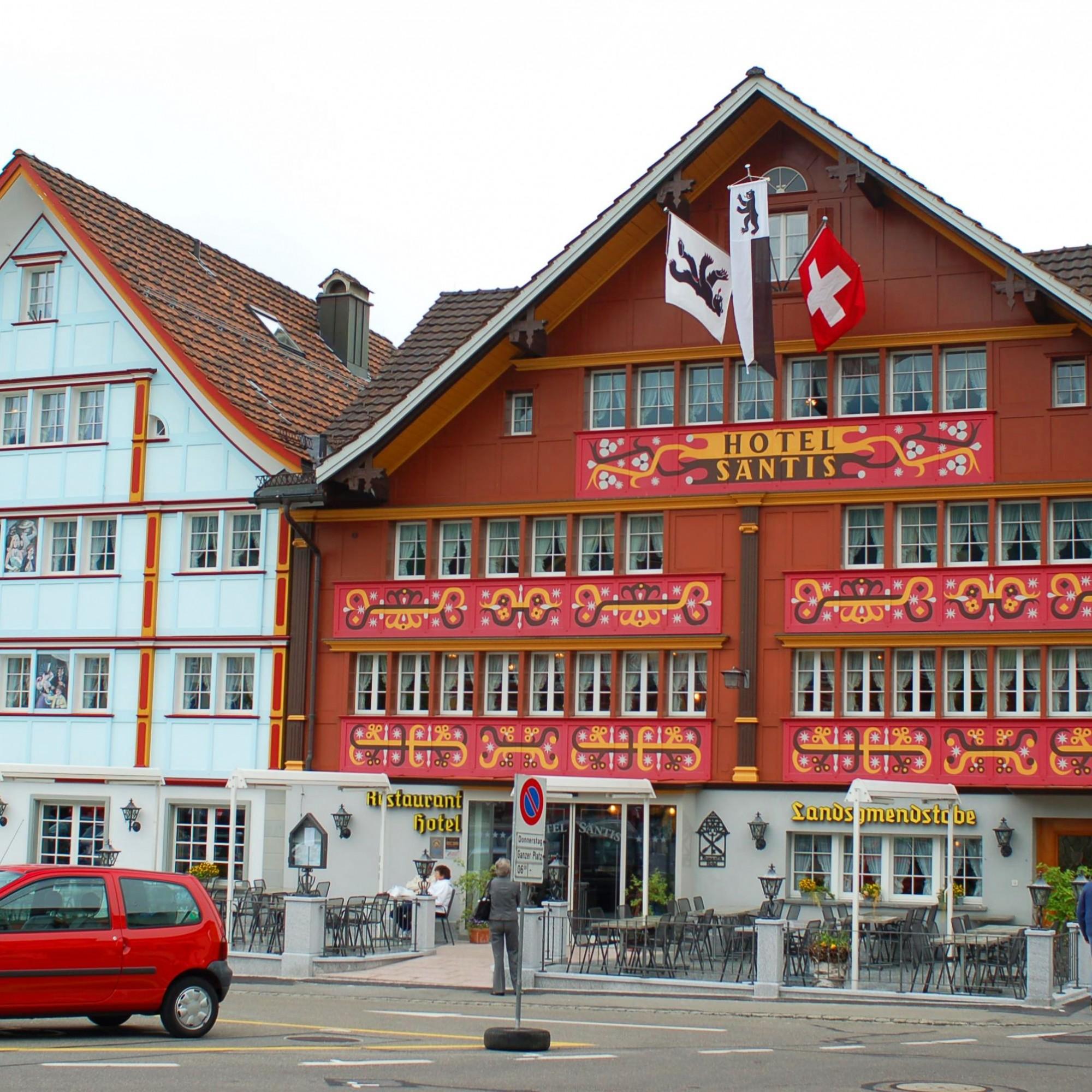 Auch das Säntis Hotel im Zentrum Appenzells wurde von Hugentobler gestaltet.