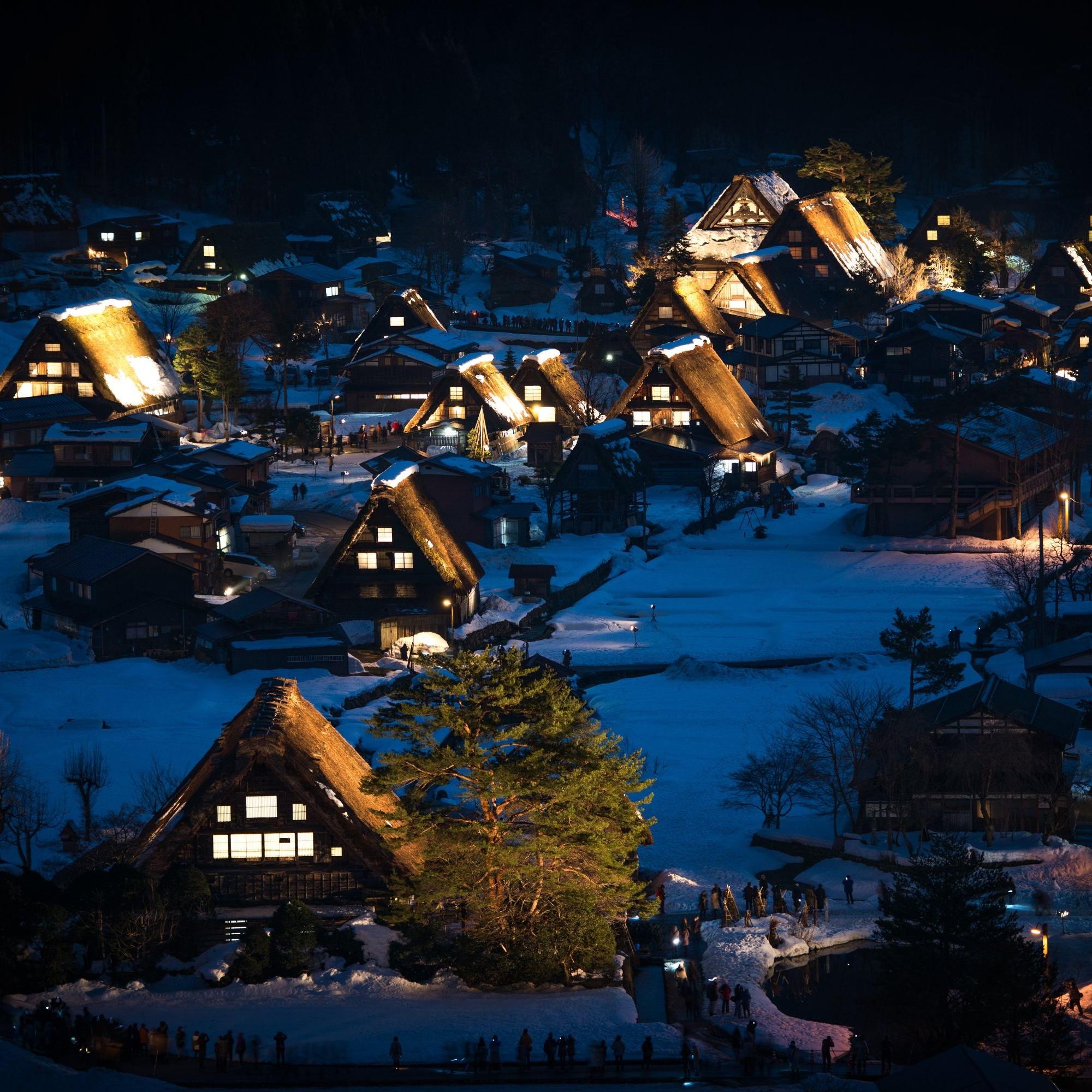 Das japanische Bergdorf während des Winters.