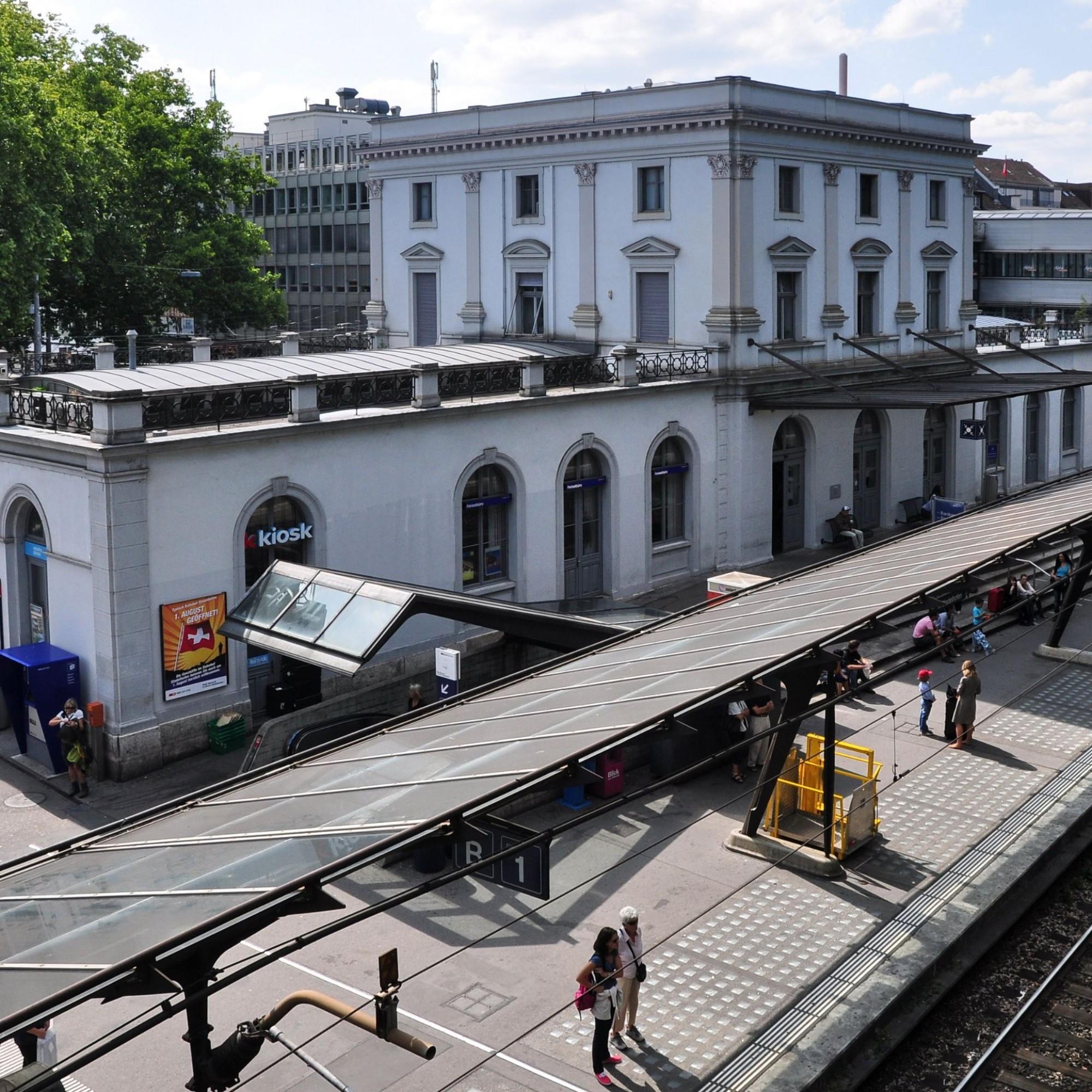 Bahnhof Zürich Stadelhofen mit der von Star-Architekt Santiago Calatrava entworfenen Perronüberdachung.