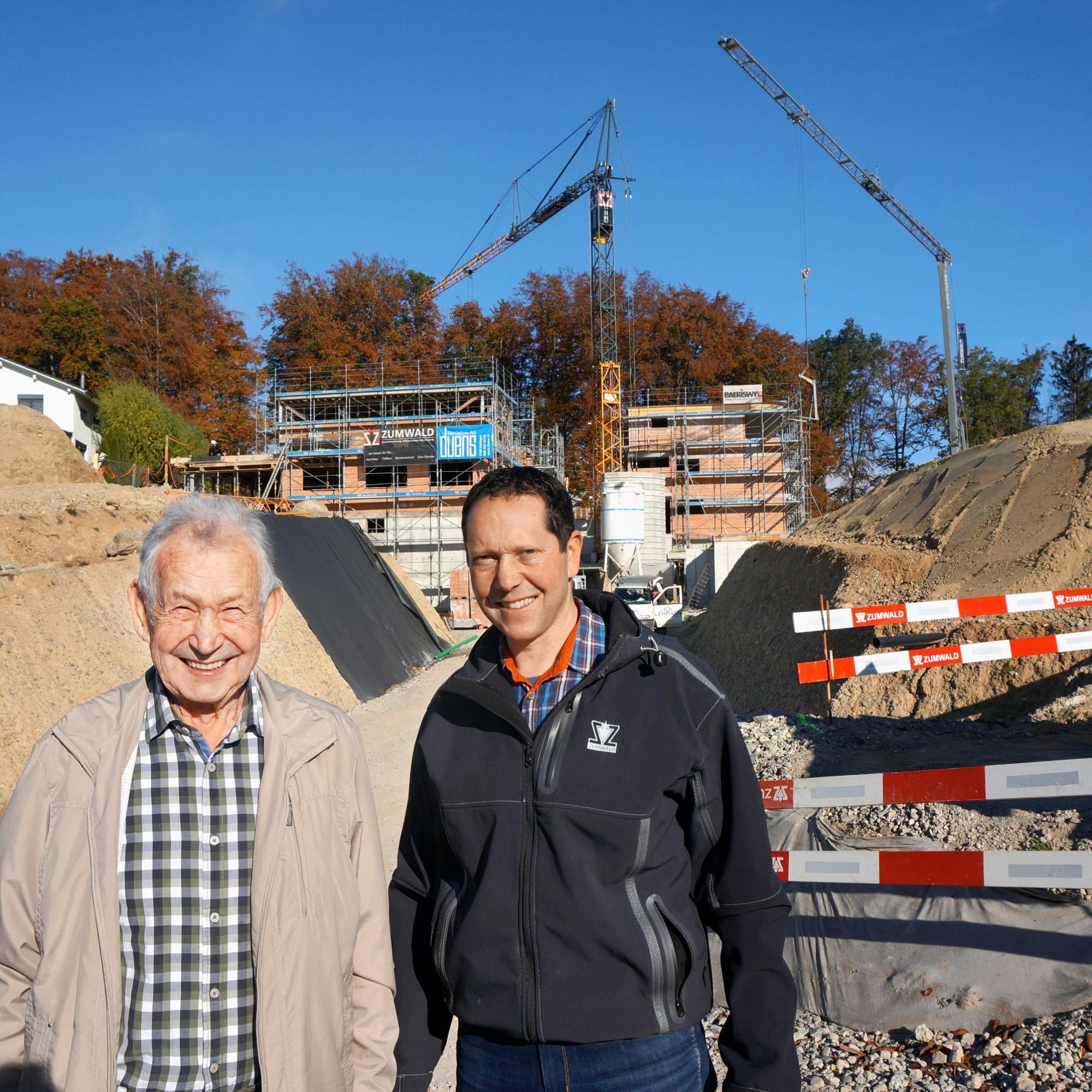 Zwei Generationen, eine Berufung: Otto Zumwald (links) gründete 1972 das Familienunternehmen, das heute von seinem Sohn Roman geleitet wird.