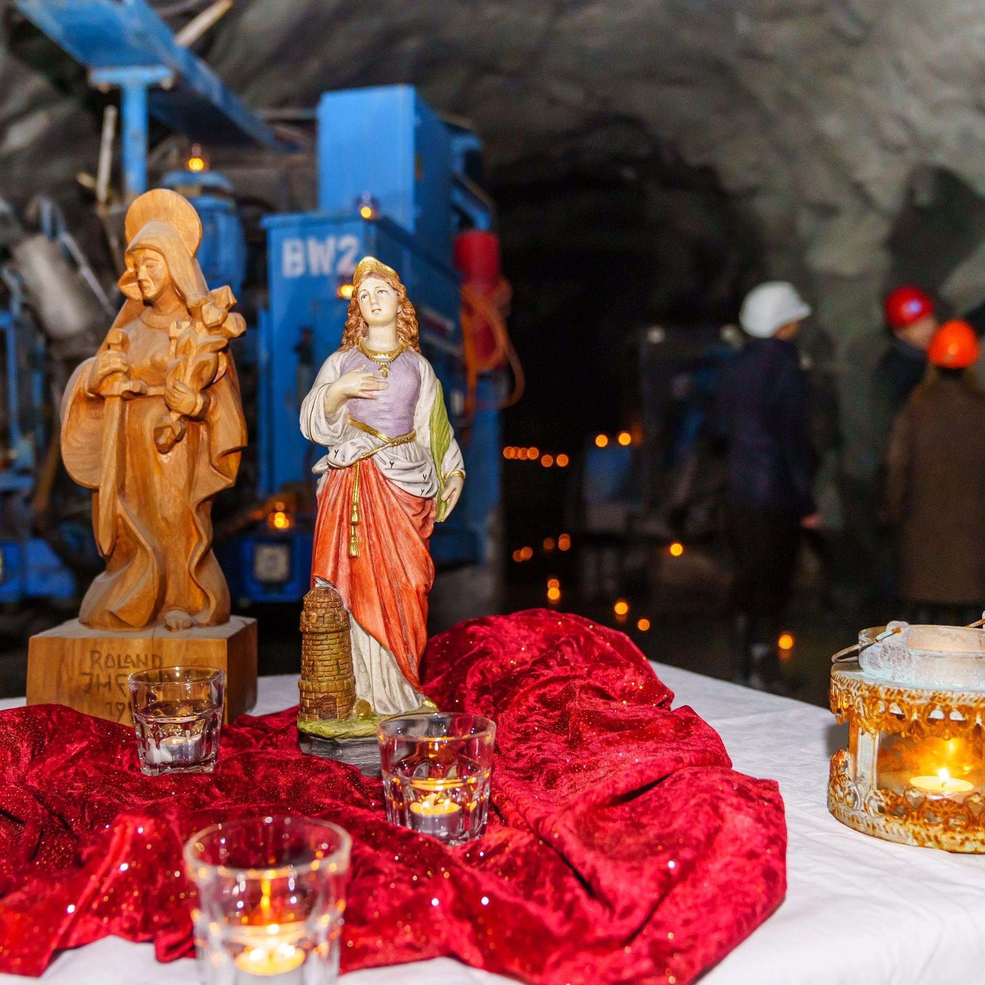 Gestern feierten die Mineure zu Ehren der Heiligen Barbara eine Andacht und liessen die Arbeiten ruhen.