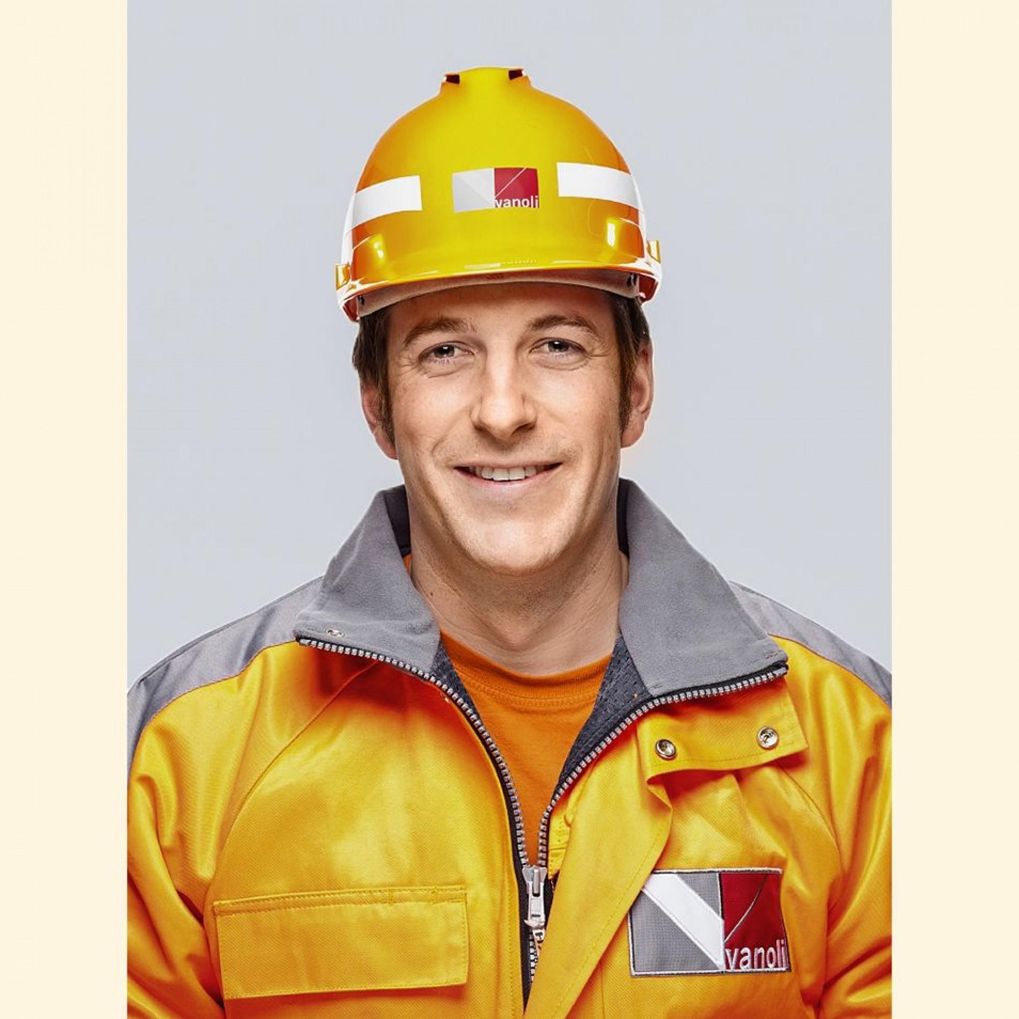 Andreas Riesen ist eidg. dipl.Baupolier Tief- und Strassenbau und arbeitet bei der VanoliAG im Beton- und Ingenieurtiefbau. Er ist Fachmann für den Transfer von Digitaldaten bei Totalstationen und GPS.