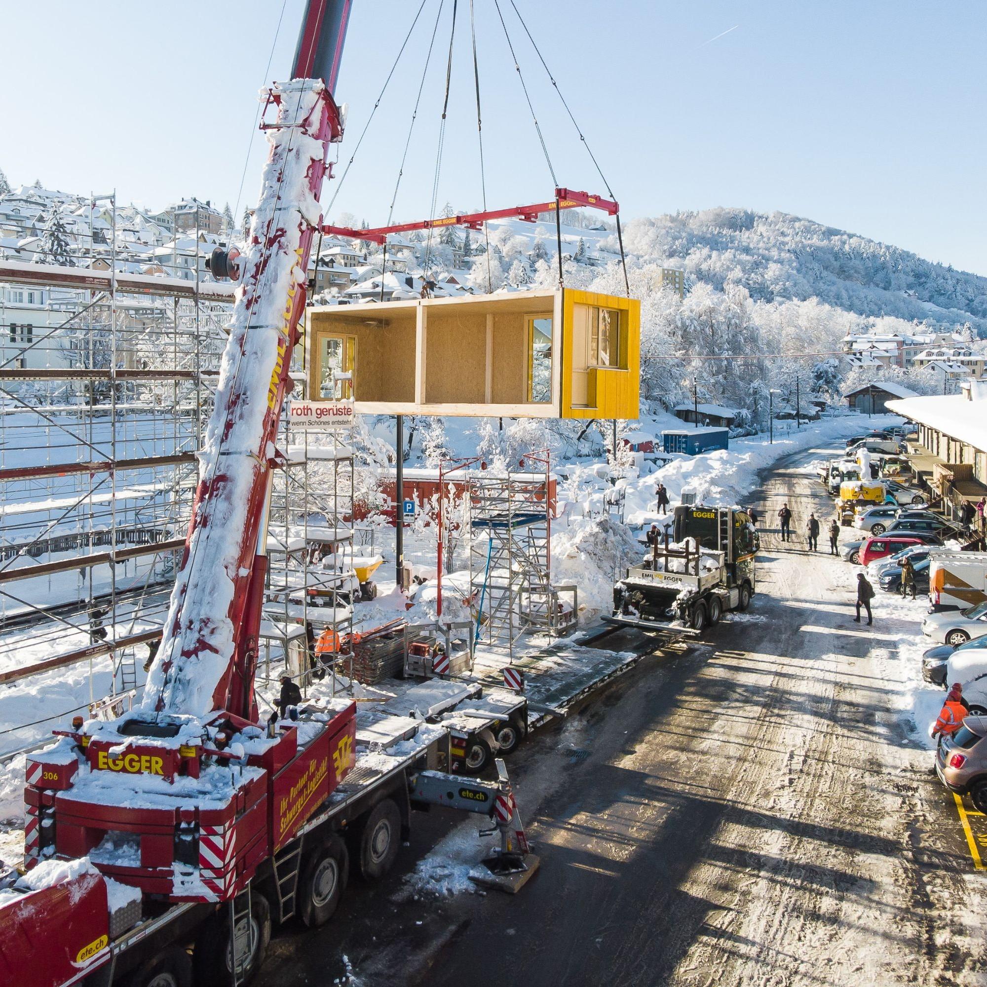 Die Vorfertigung der gelben Module übernahm die Blumer-Lehmann AG aus Gossau SG.