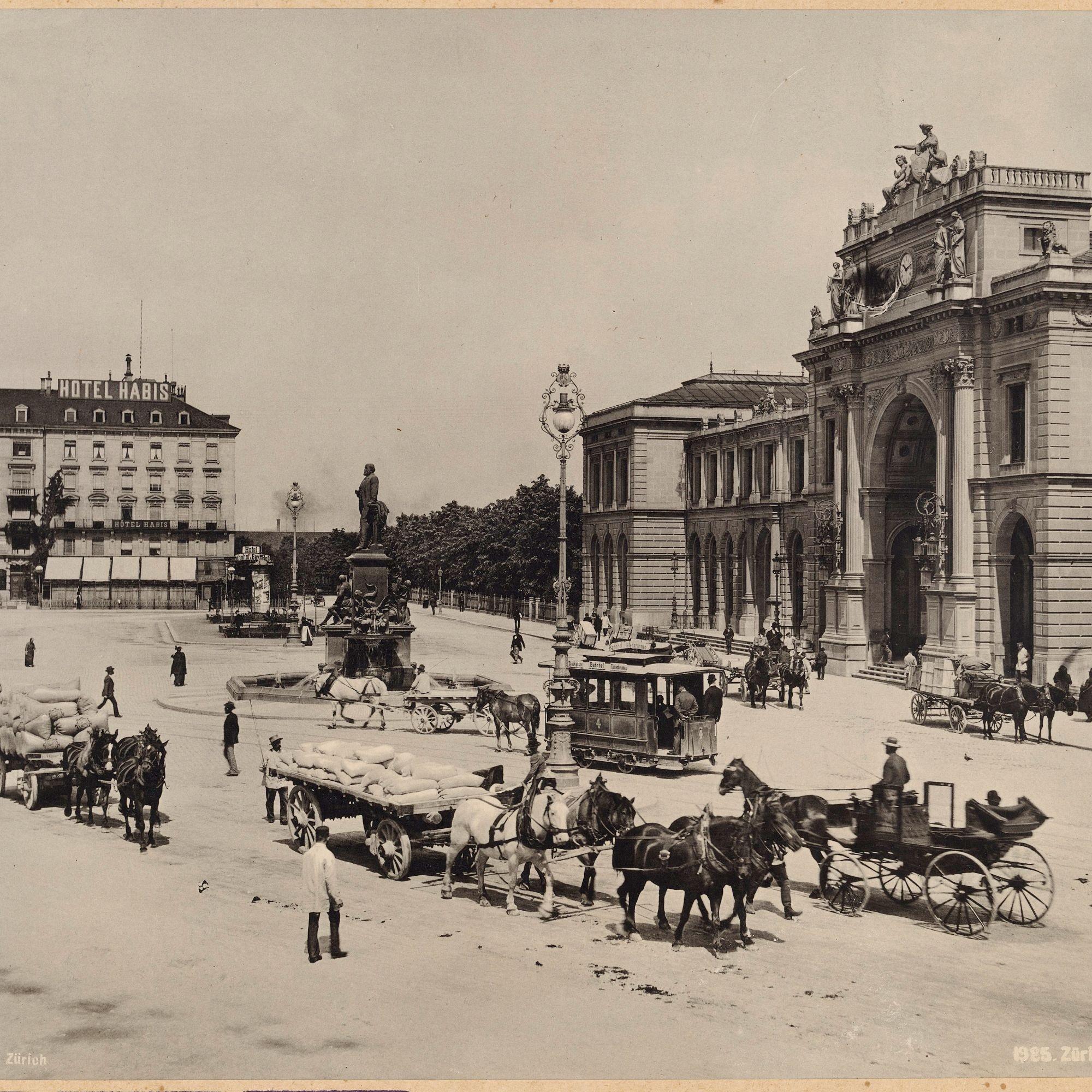 ... und eine Ansicht des Bahnhofplatzes um 1900, schon mit dem Escher-Denkmal.