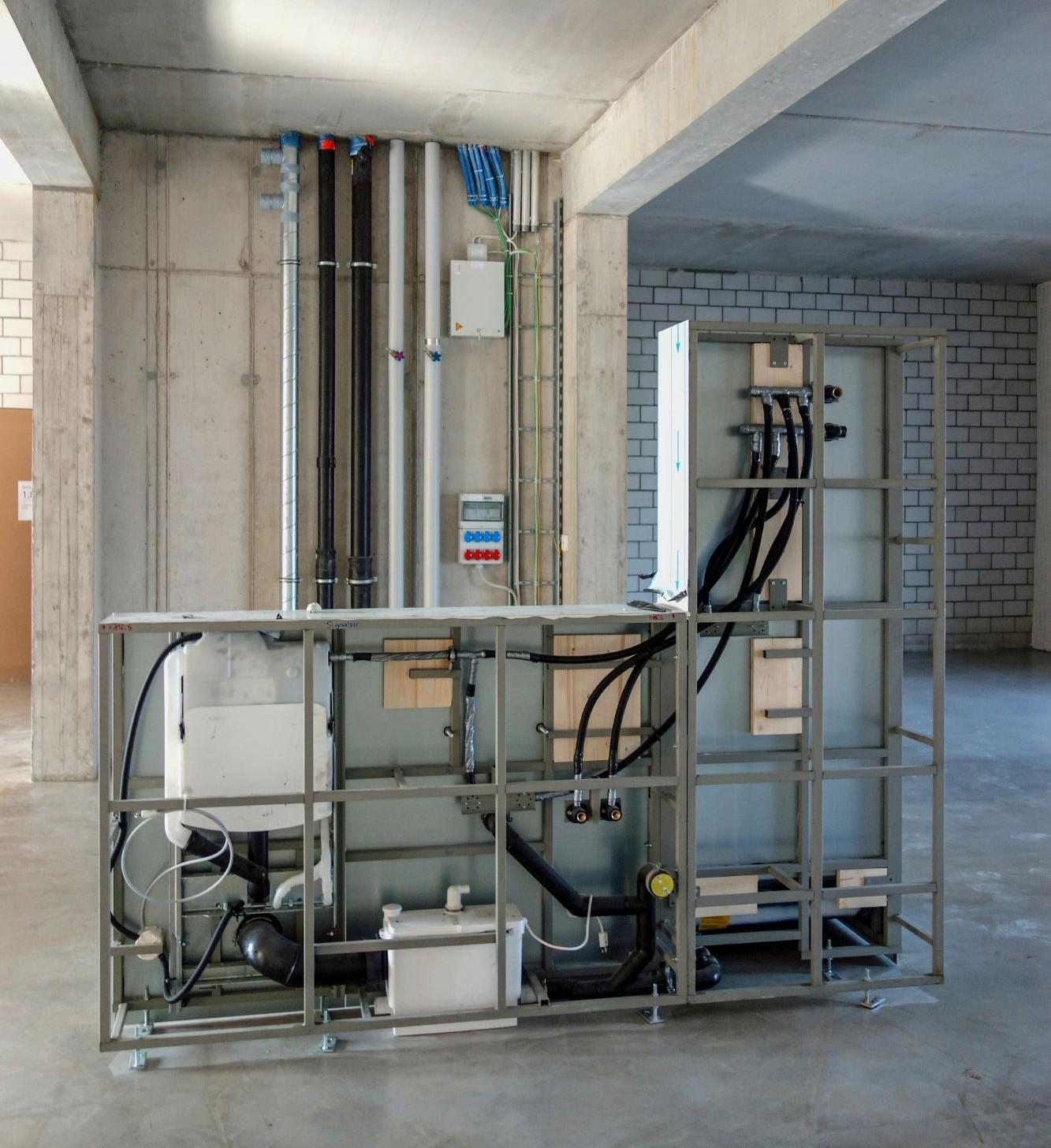 In den Wohnateliers gibt es jeweils einen Sanitärblock und einen Anschluss für Elektro und Wasser.