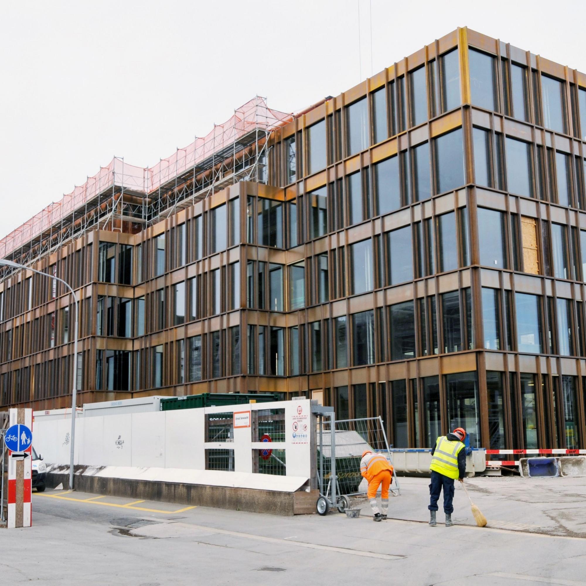 Zwischen Kongresshaus und Tonhalle sowie dem Nobelhotel Baur au Lac entsteht das Bürogebäude «Rosau».