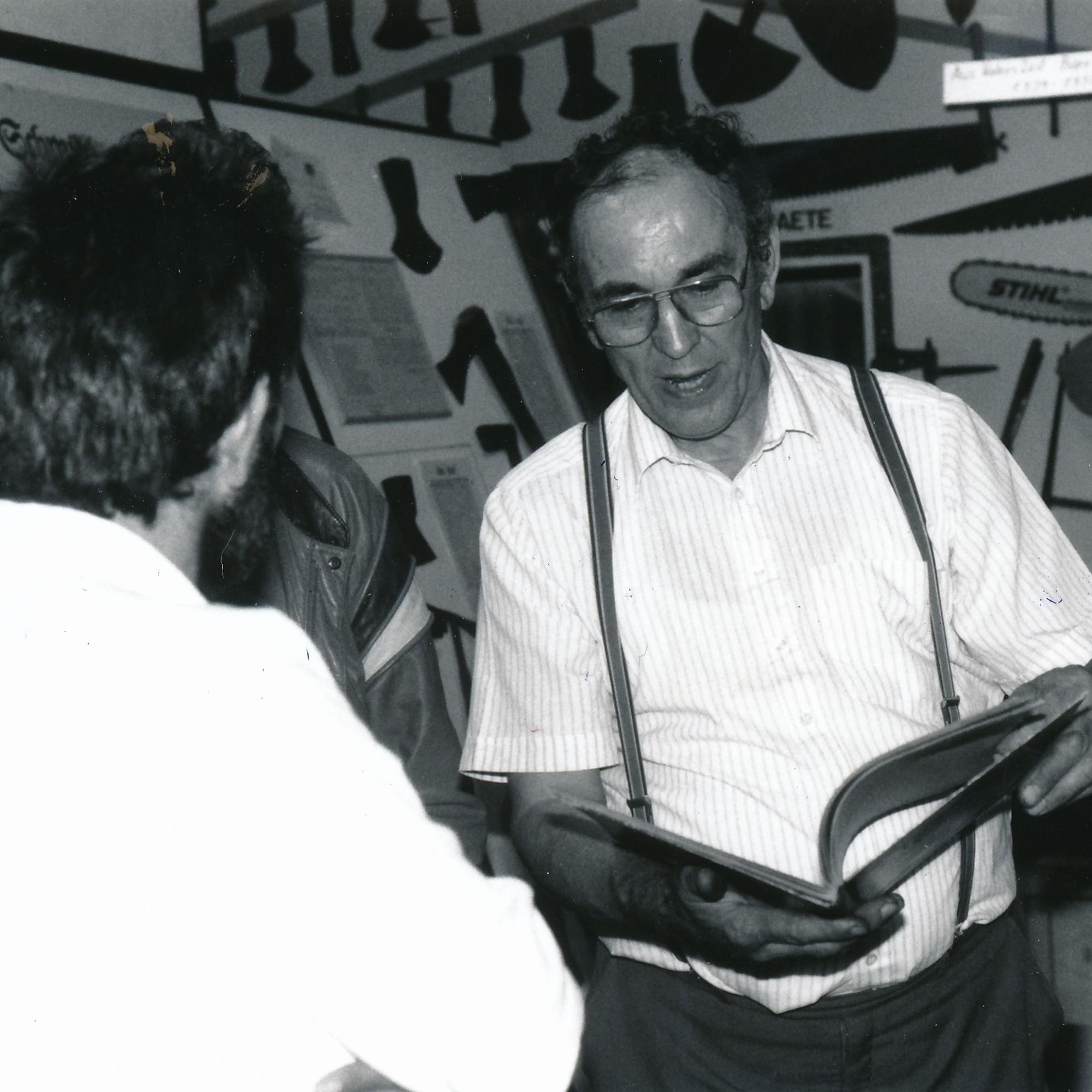 Museumsgründer Rupert Meier (1925 - 2009): Neben seiner Schmiedearbeitbaute er eine umfängliche Sammlung von Werkzeugen auf.