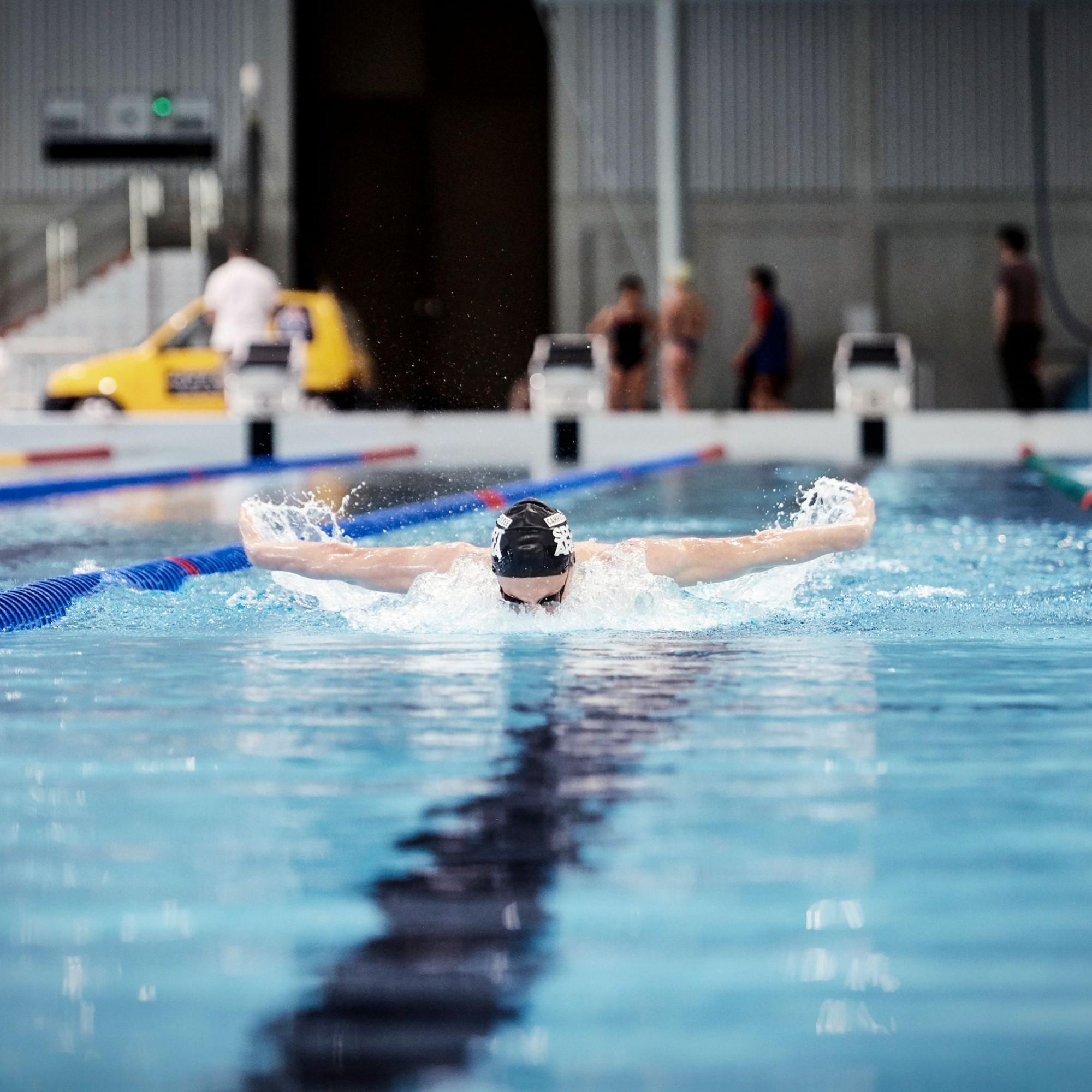 Das olympische50-Meter-Becken erfüllt alleAnforderungen für verschiedene internationale Wettkämpfe.