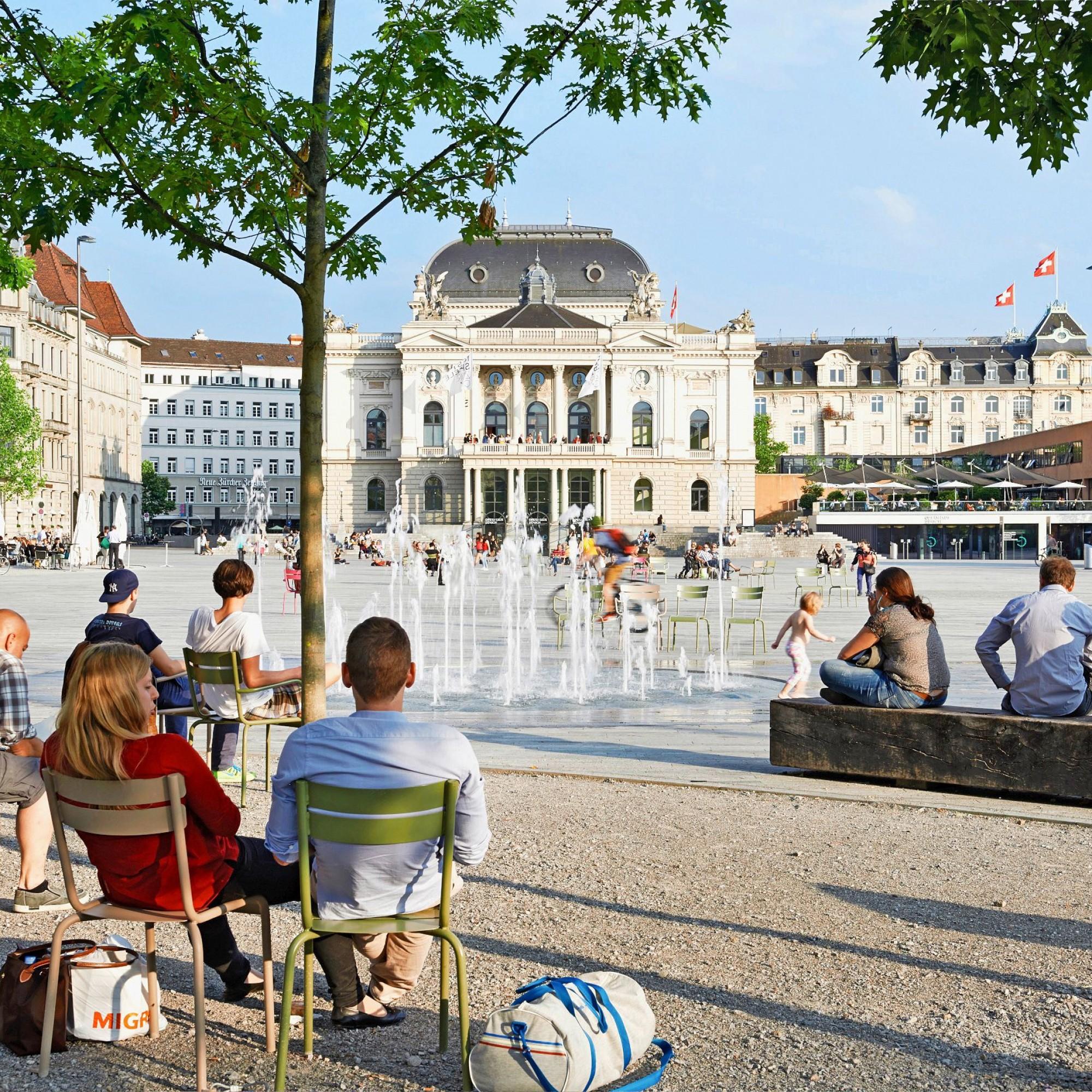 Sechseläutenplatz in Zürich: Mit ihren zahlreichen versiegelten Flächen werden Städte zu Wärmeinseln.