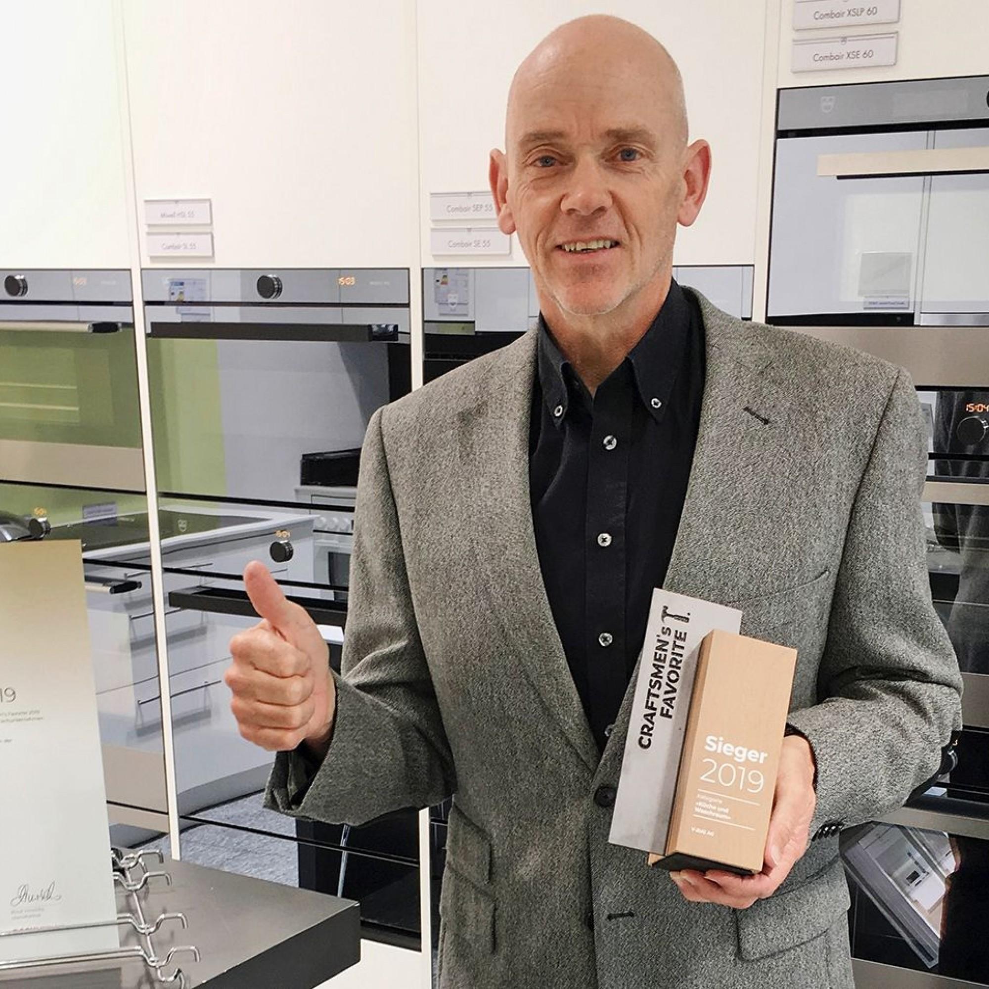 Freut sich im Namen der V-ZUG AG über die Wertschätzung der Bauprofis:Rolf Heinrich, Leiter Marketing-Services, Werbung&Sponsoring.
