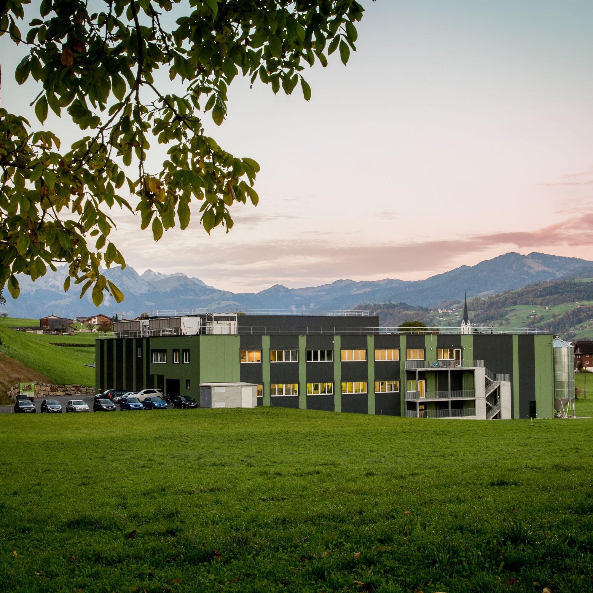 Gesamtsieger und Gewinner der Kategorie 3 Energie- und Gebäudetechnik:Neubau Kernser Edelpilze GmbH von EBP Schweiz AG.