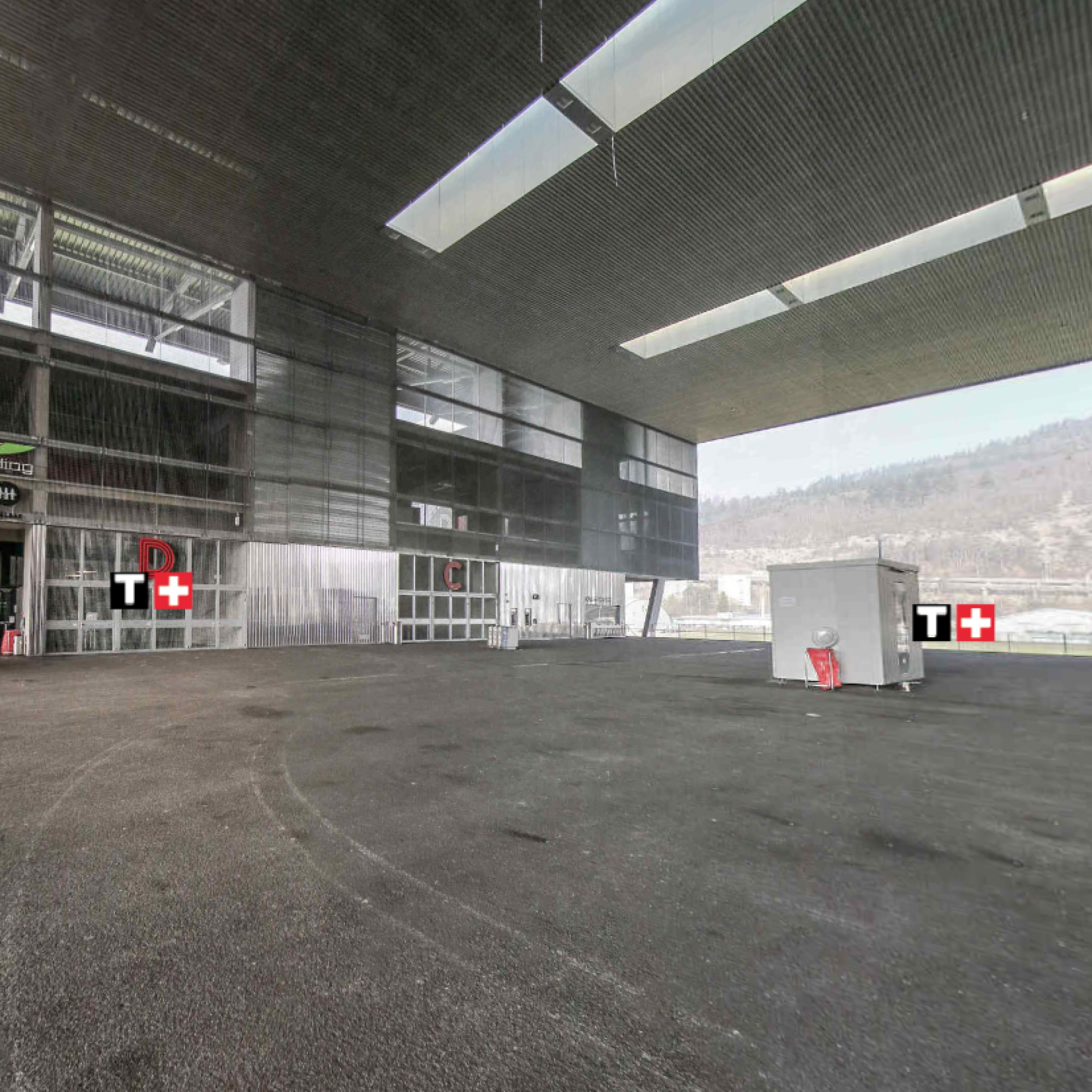 Die «Place Publique»der Tissot-Arena ist nach einer vertieften Kontrolle des Dachs wieder geöffnet worden.