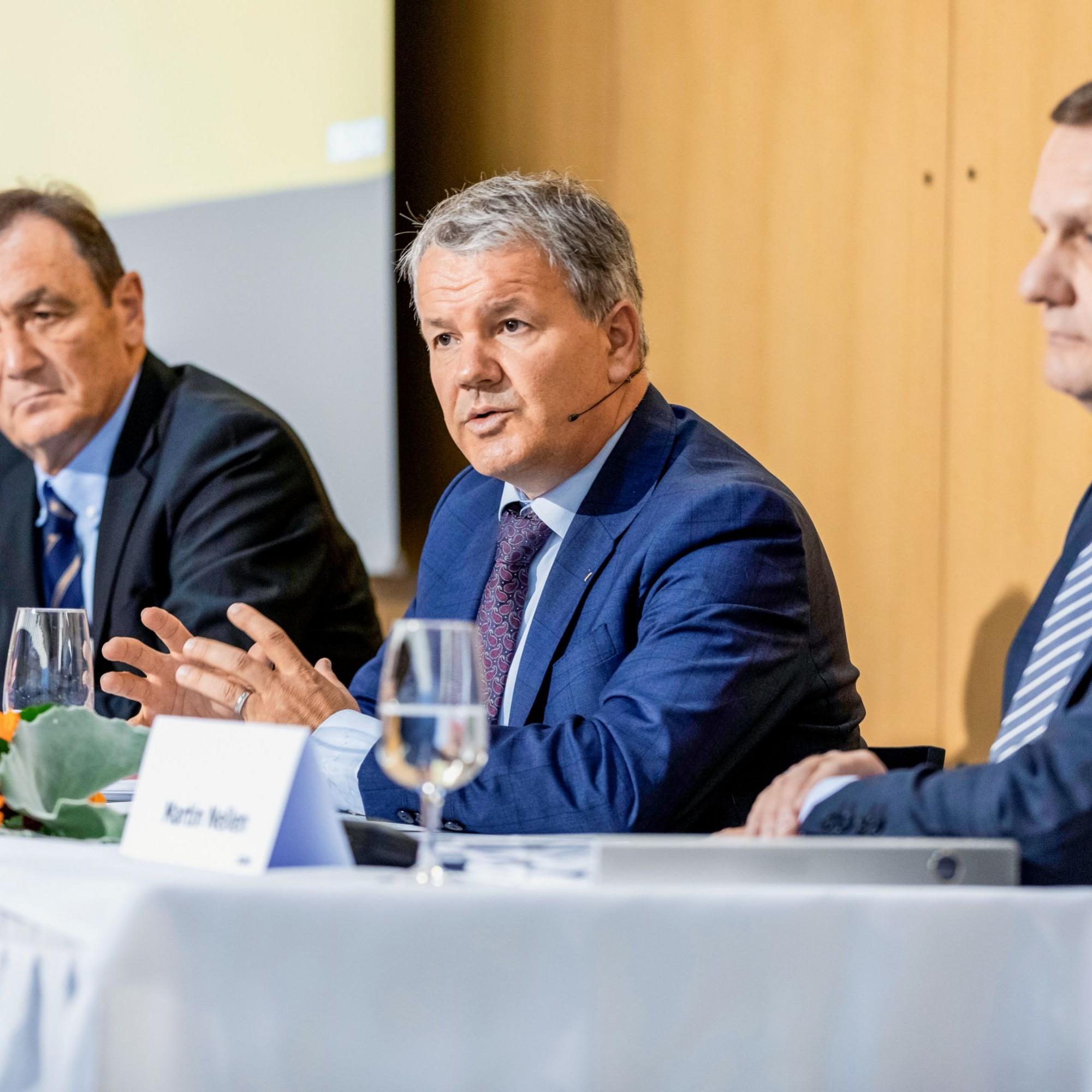 Suva-Spitzen: Gabriele Gendotti, Präsident des Suva-Rats, Finanzchef Ernst Mäder undFelix Weber, Vorsitzender der Geschäftsleitung (von links).