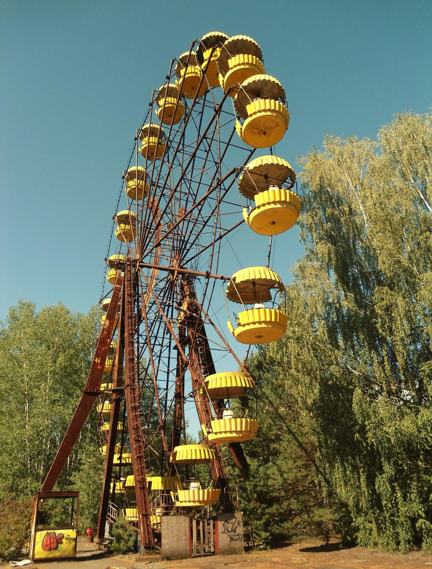 ...das gelbe unbenutzte Riesenrad.