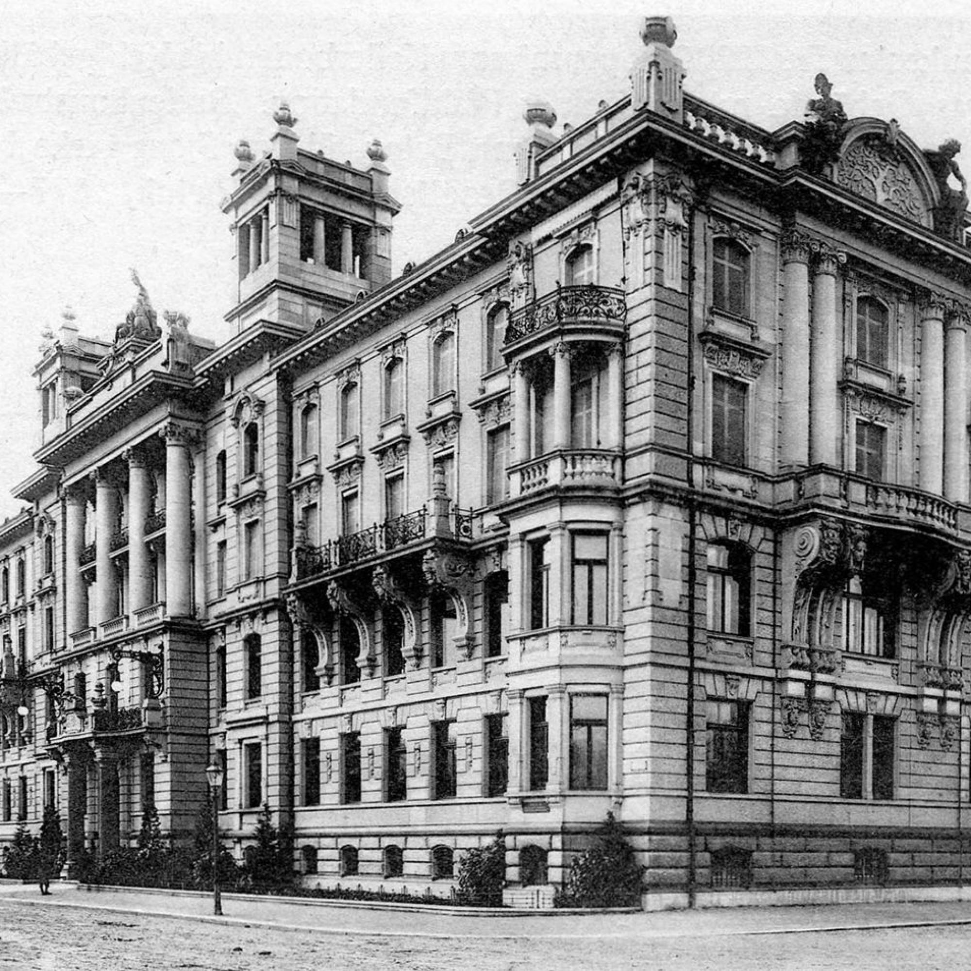 Historische Pracht: Der klassizistische Hauptsitz der Zürich Versicherung, hier eine Aufnahme aus dem Jahr 1905, wurde 1901 vollendet und befindet sich direkt gegenüber dem Mythenquai am Zürichsee.