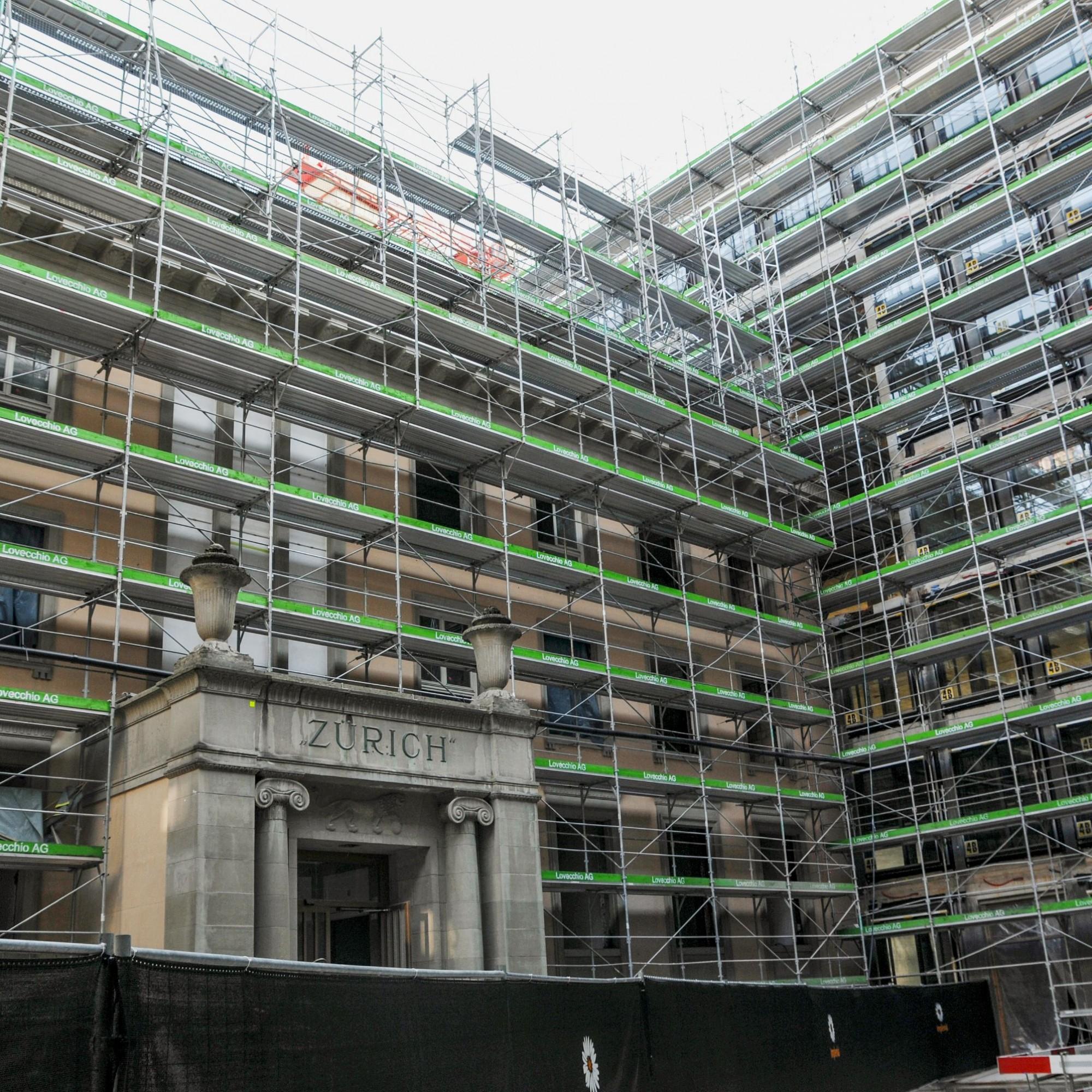 Alt neben neu: Im zentralen Verwaltungsgebäude, dessen ionische Säulen an einen Tempel erinnern, befanden sich die ersten Grossraumbüros der Stadt.