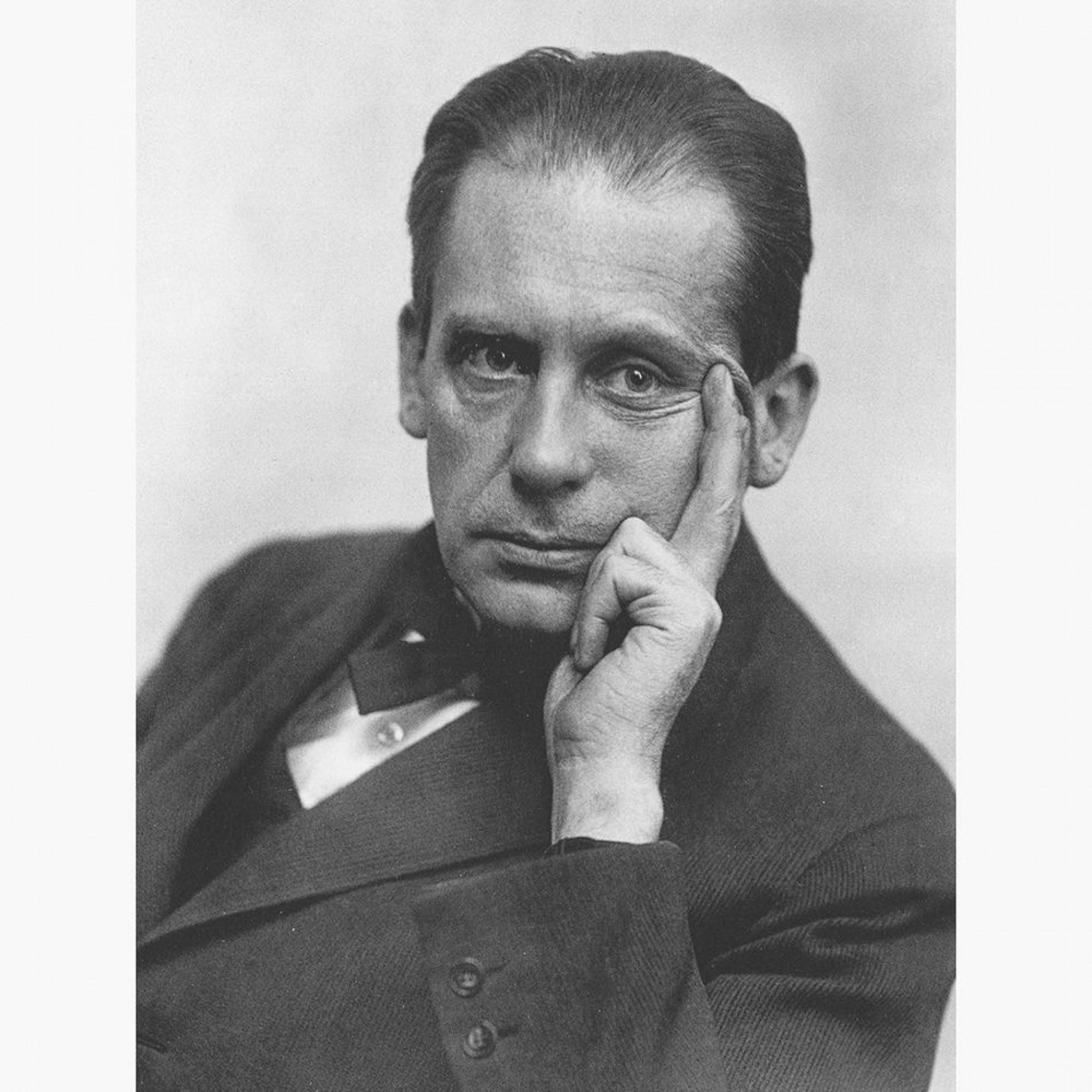 Walter Gropius führte Kunst, Handwerk und Technik zu einer neuen Art der Gestaltung zusammen (Bild um 1919).