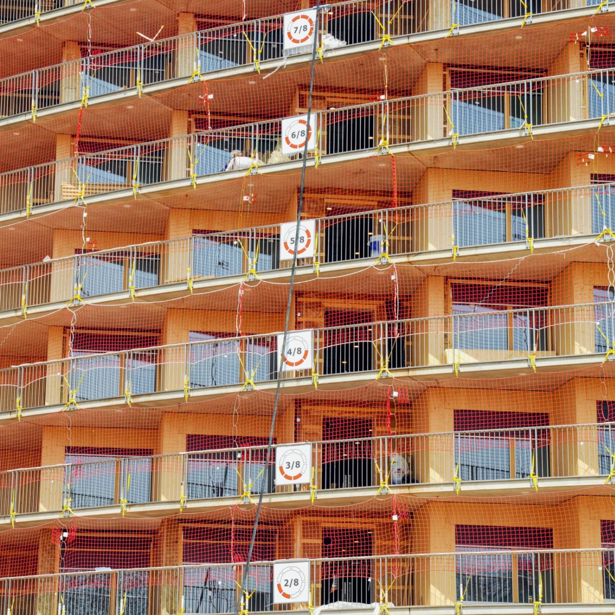Der kreisrunde Bau mit durchgehender Rampe macht die Orientierung für die Arbeitenden auf der Baustelle knifflig: Nur dank Übersichtstafel lässt sich exakt eruieren, auf welchem Stockwerk man sich gerade befindet.