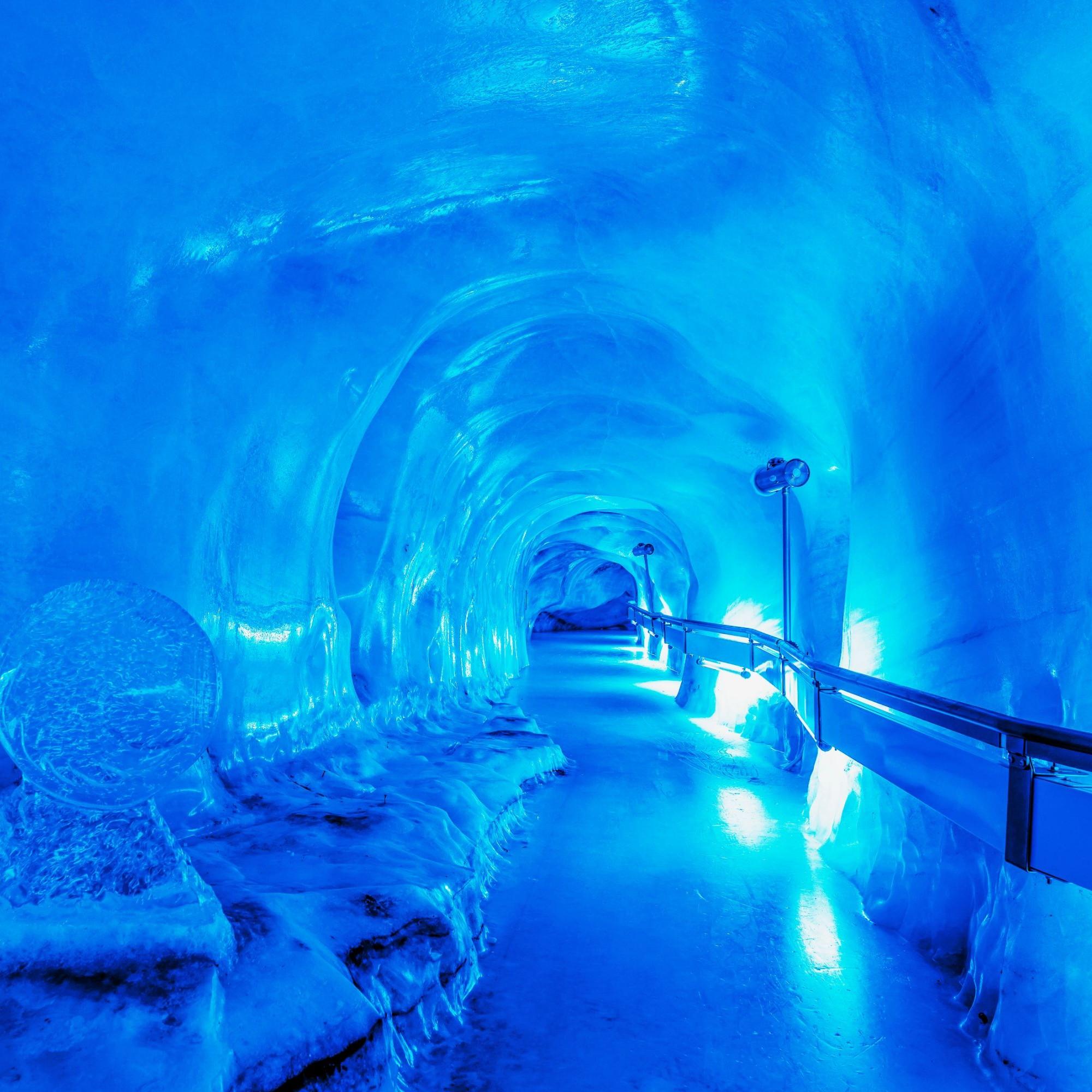 Ein frostiger Sommerausflug ins uralte Eis?