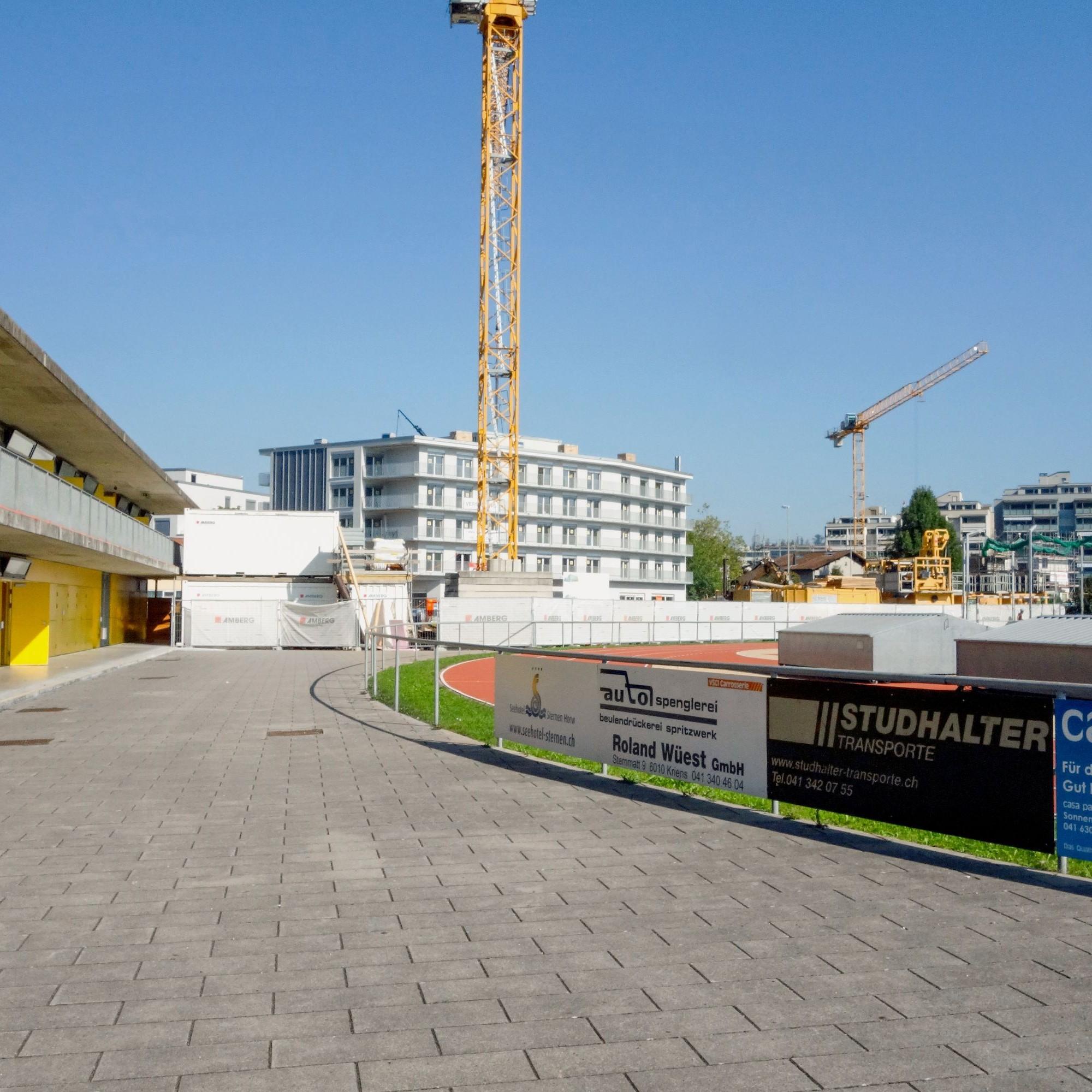 Die Energiezentrale befindet sich gleich hinter dem Fussballplatz in der Horwer Bucht.