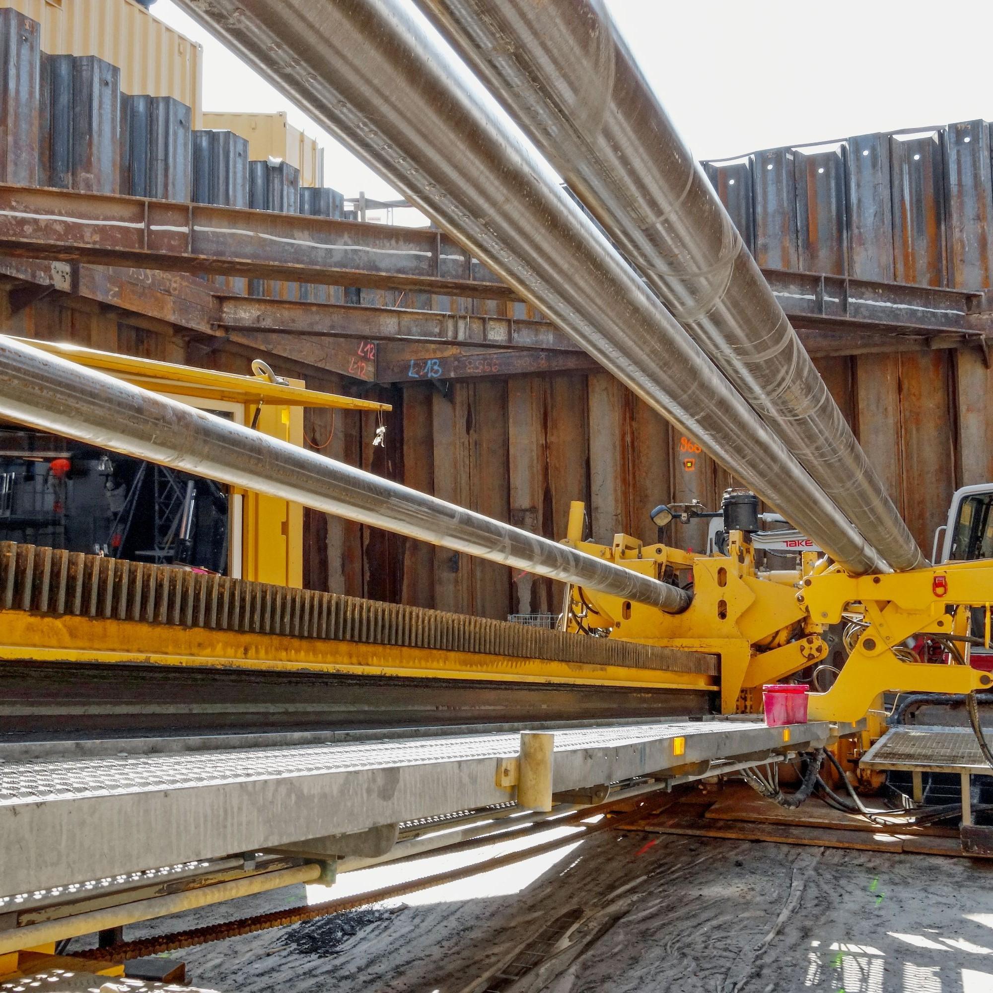 400 Meter werden mittels Spülbohrung aus der Baugrube heraus zurückgelegt.