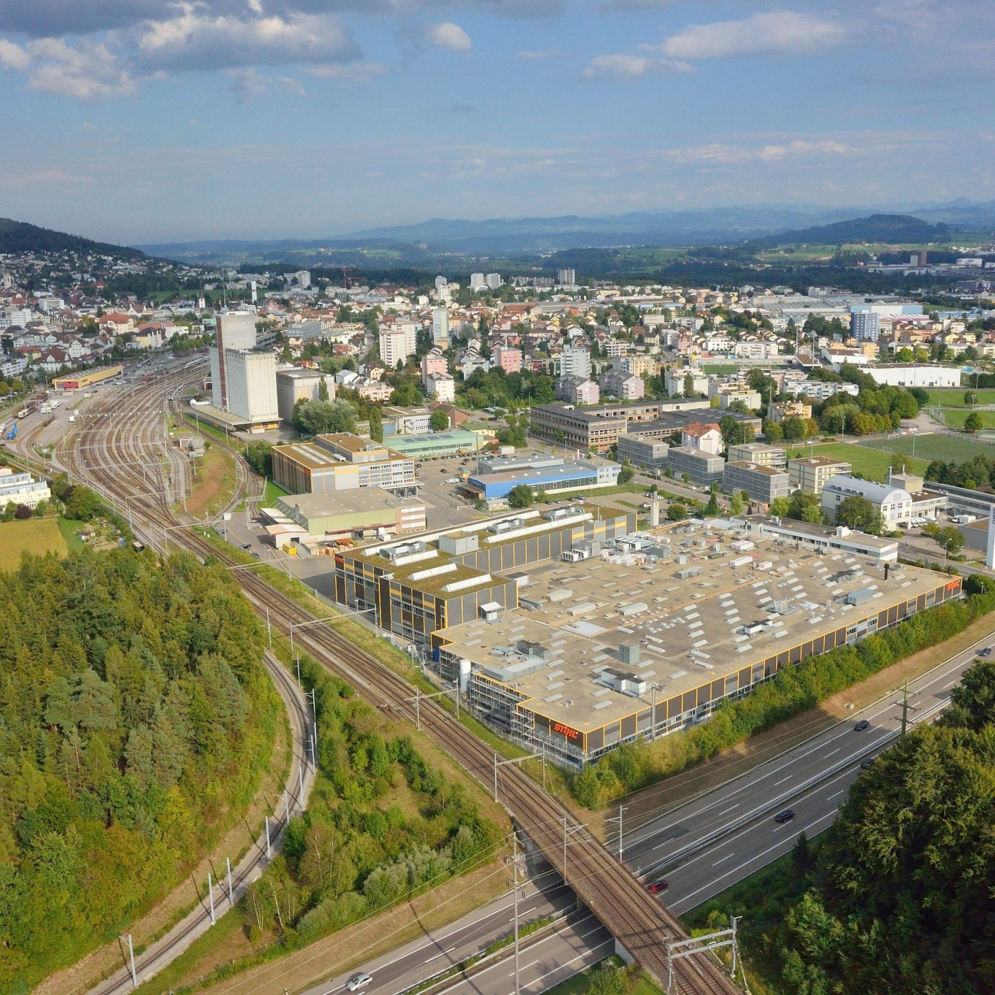 Neuer Autobahnanschluss und neue Bahnhaltestellen: Der interkantonale «EntwicklungsschwerpunktWil West» löst auch grosse Investitionen in die Infrastruktur aus.