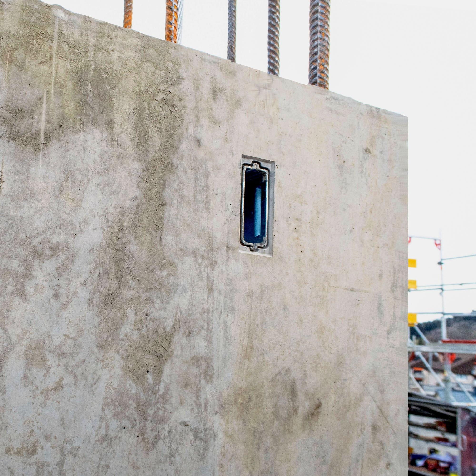 Der neue «ASK»-Konsolenanker eignet sich wegen seiner kompakten Masse auch für Sichtbeton. Er besteht komplett aus Stahl und bietet höchste Sicherheit.
