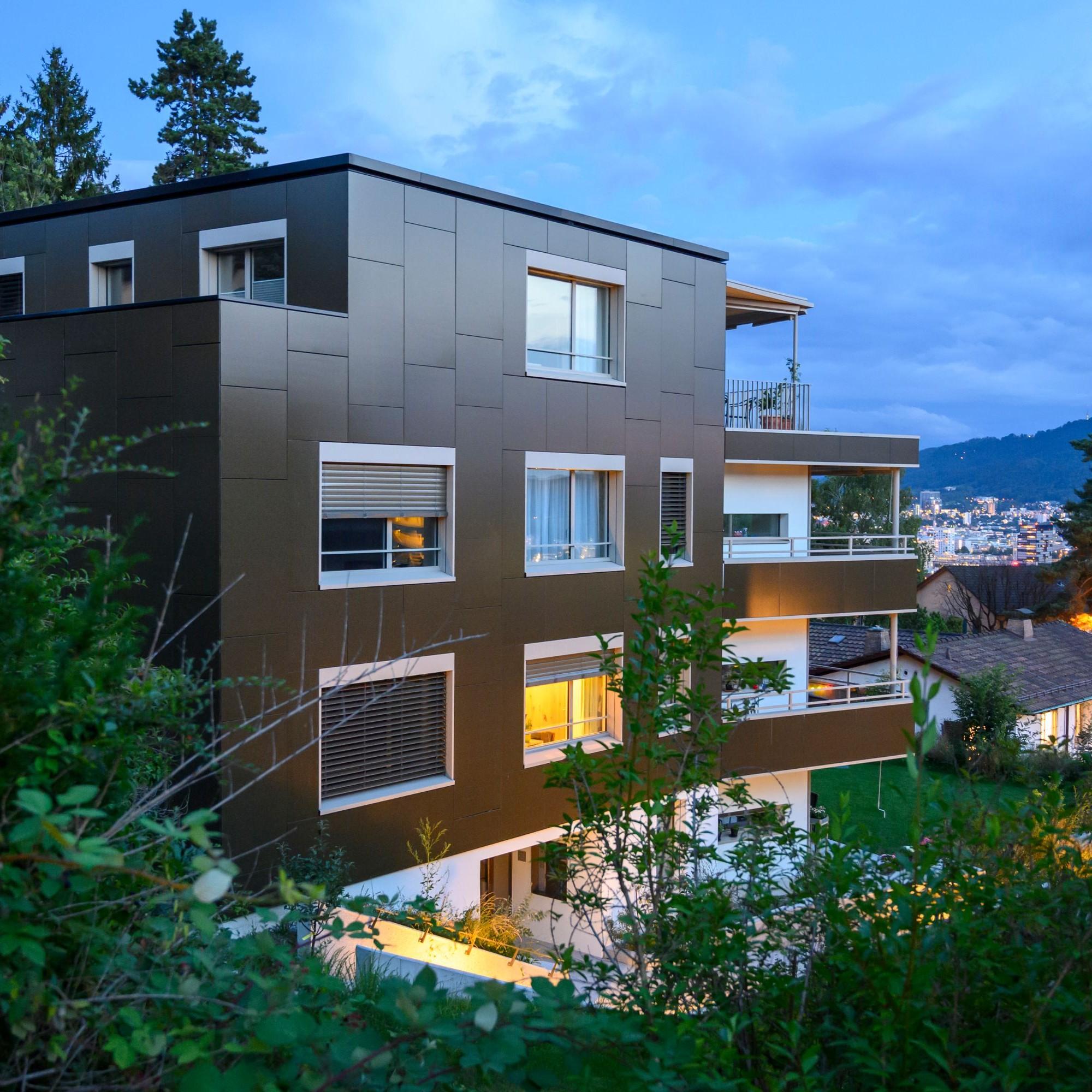 Plusenergie-Mehrfamilienhaus in Zürich-Höngg von Kämpfen für Architektur AG