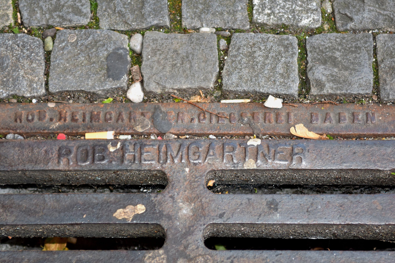 Der Besitzer der Giesserei hat hier seinen Namen in Gusseisen verewigt.