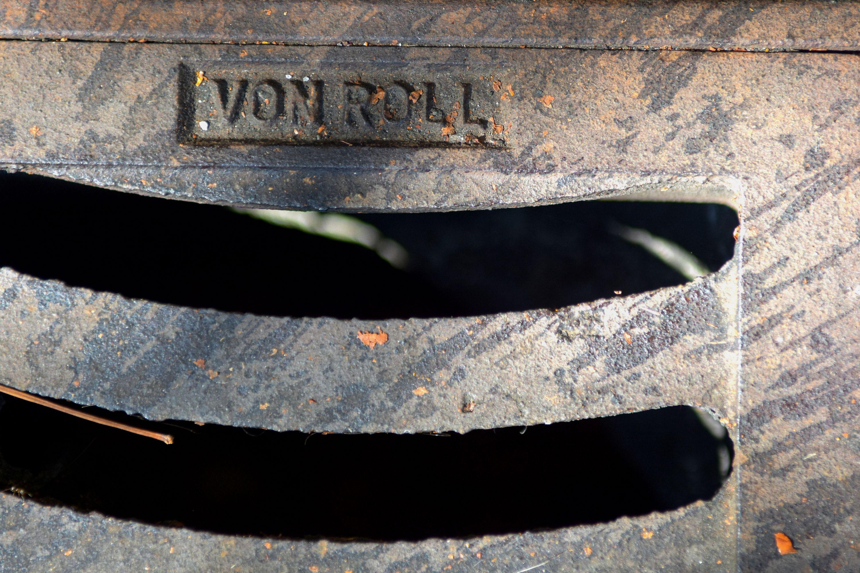 Die Namen der Hersteller finden sich ebenfalls auf Dolendeckeln.