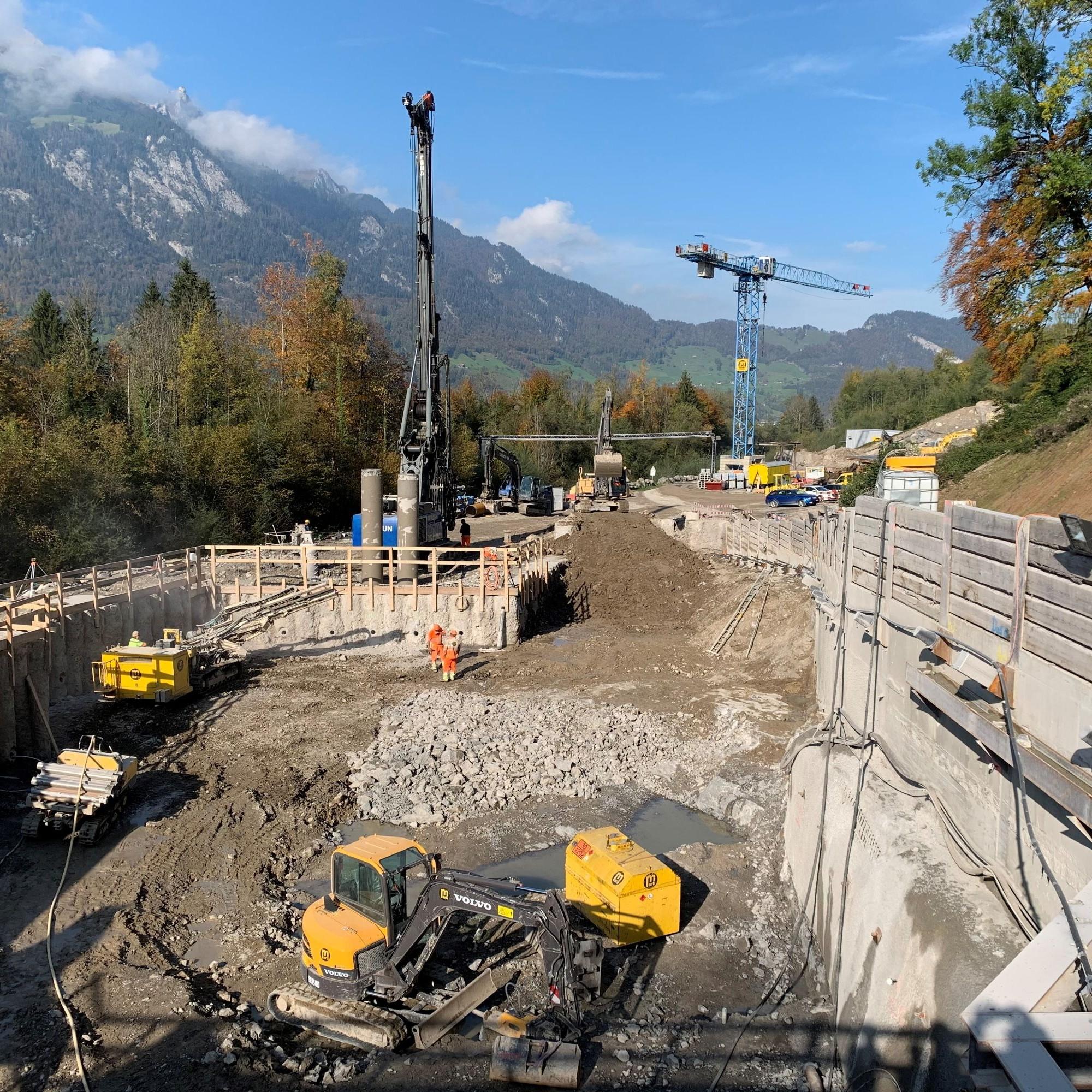 Die Baustelle für das Auslaufbauwerk des Hochwasserentlastungsstollens in Alpnach mit der Startgrube für die Tunnelbohrmaschine.