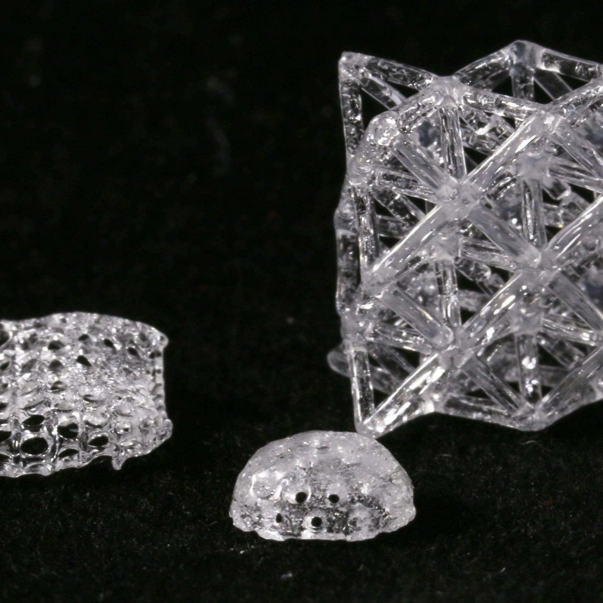 Glasobjekte, die mit einem 3D-Drucker geschaffen wurden.