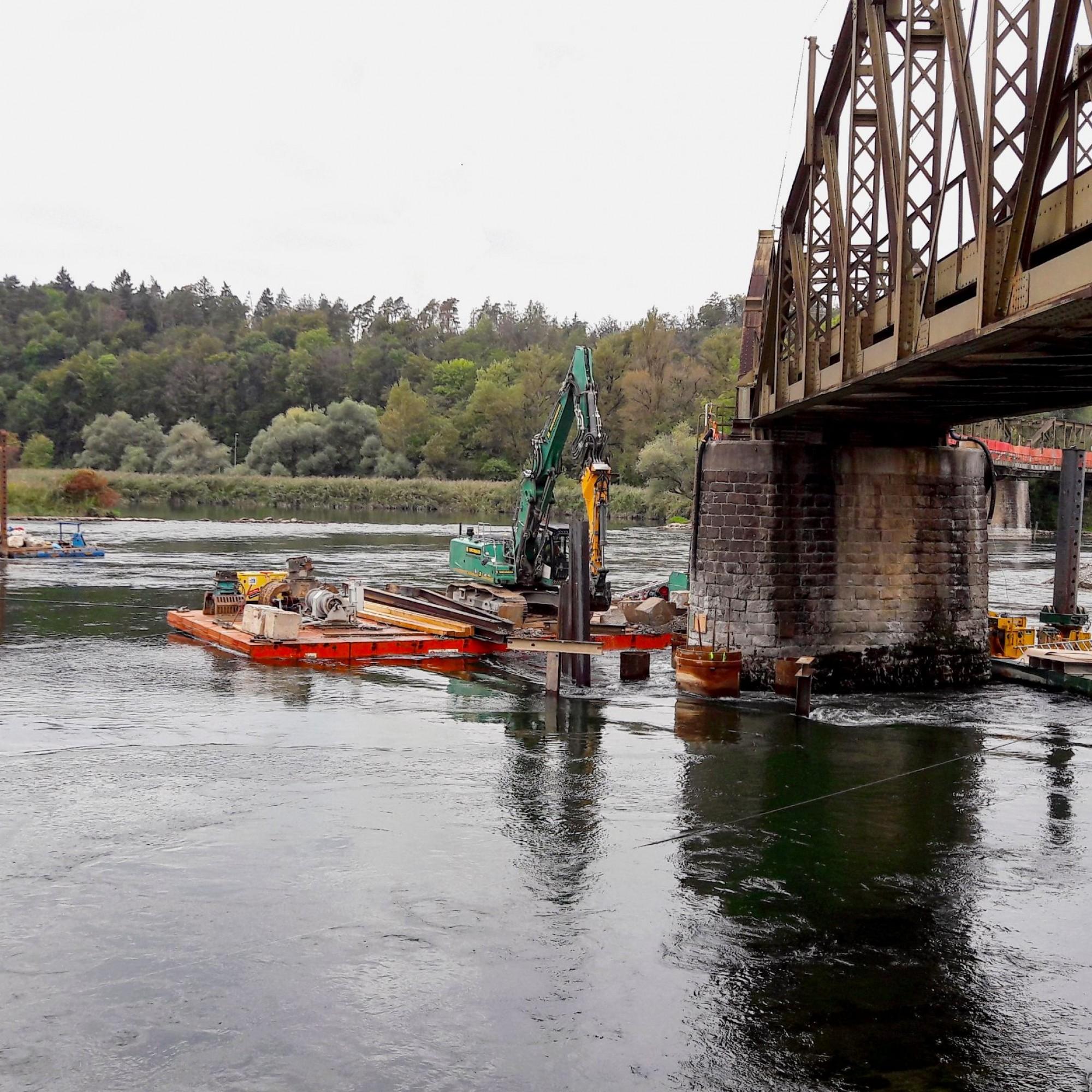 Vier Pontons Aarebrücke