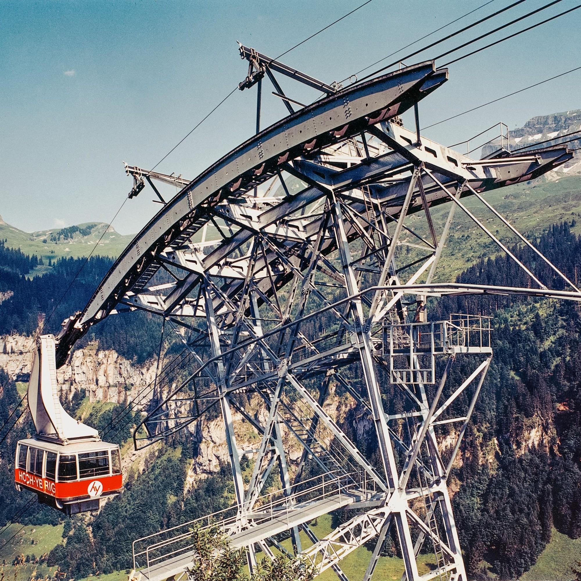 Die 1969/70 von Garaventa erstellte Grossraum-Pendelbahn im Gebiet Hoch-Ybrig ist ein wichtiges Bauwerk in der Firmengeschichte.