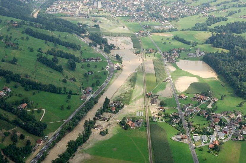 Hochwasser bei Kleiner Emme 2005.