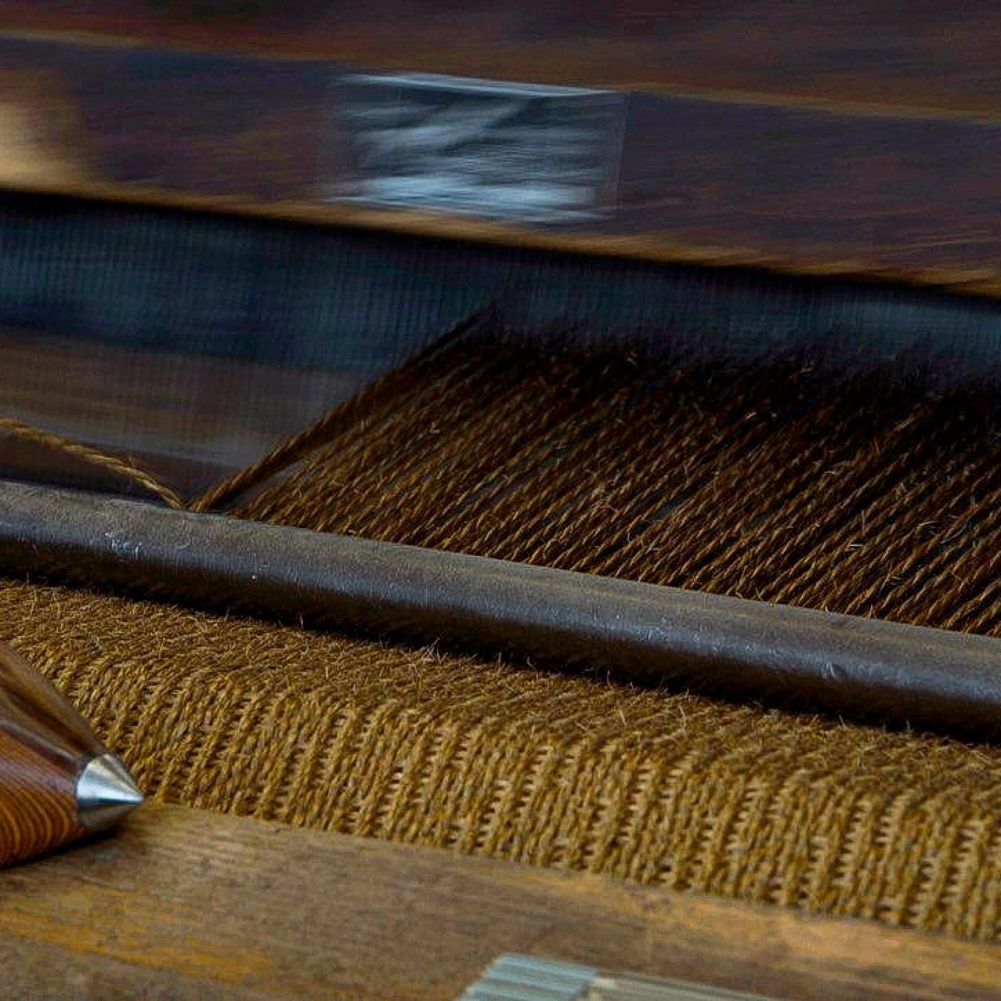 Der Sisal wird auf dem Webstuhl zu Matten und Teppichen verarbeitet.