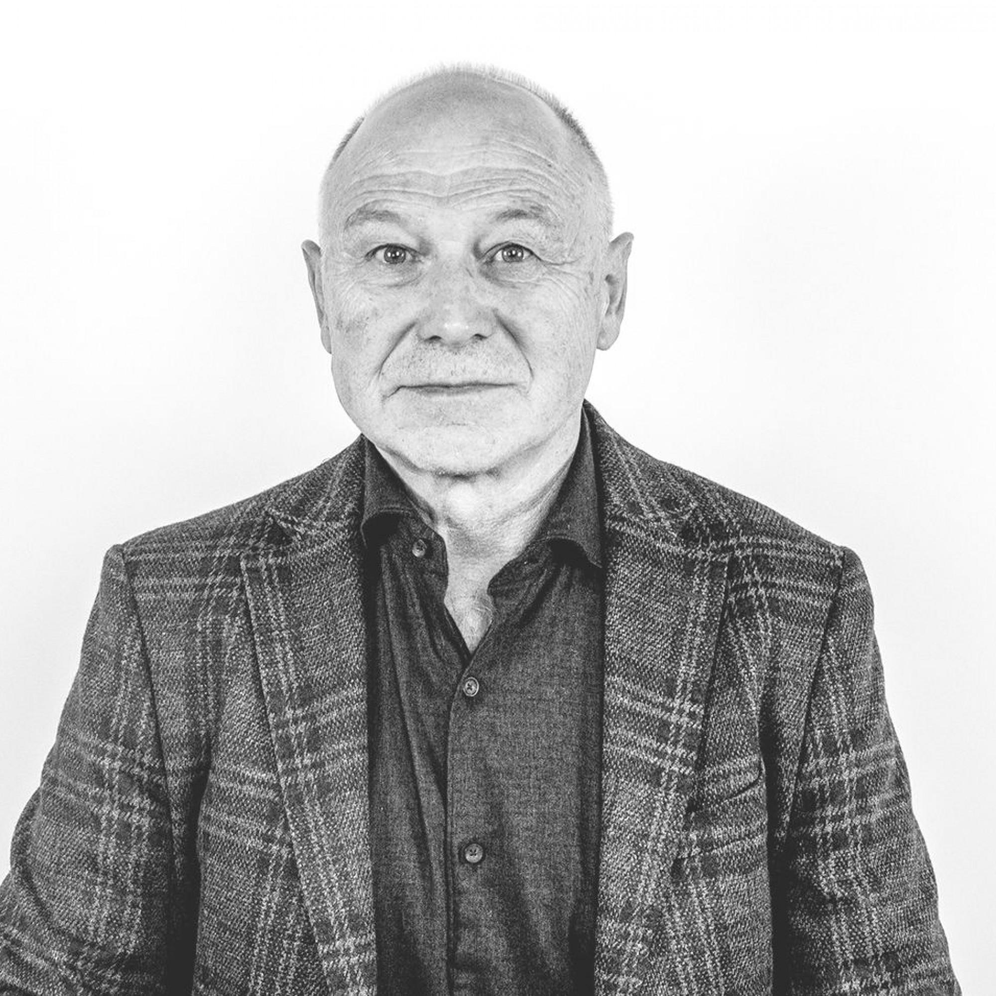 Karl Schönbächler hat 1980 zusammen mit Hans Bisig und Alfred Suter in Schwyz die Aktiengesellschaft BSS Architekten gegründet.