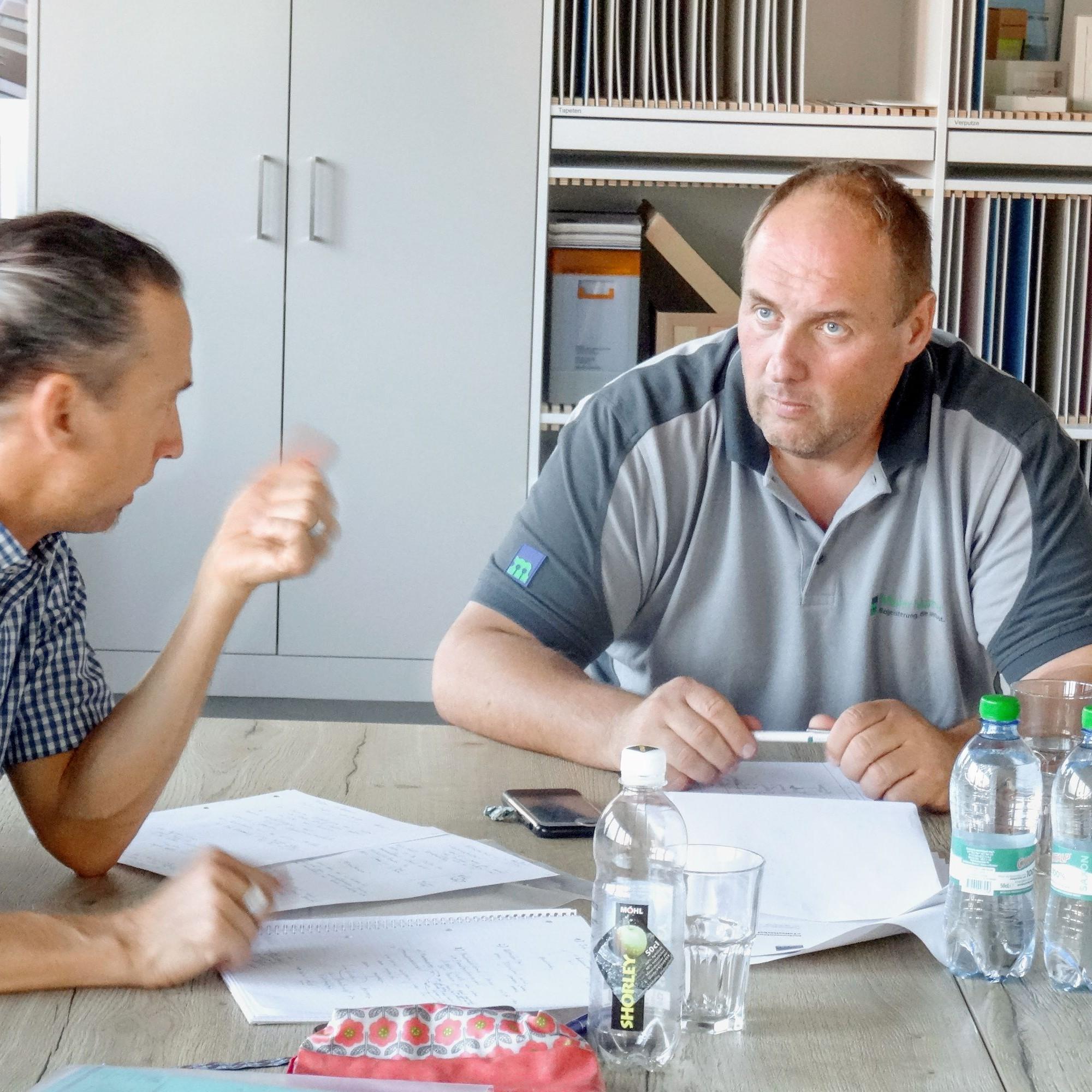Arno Matter (rechts) im Gespräch mit Michael Weber