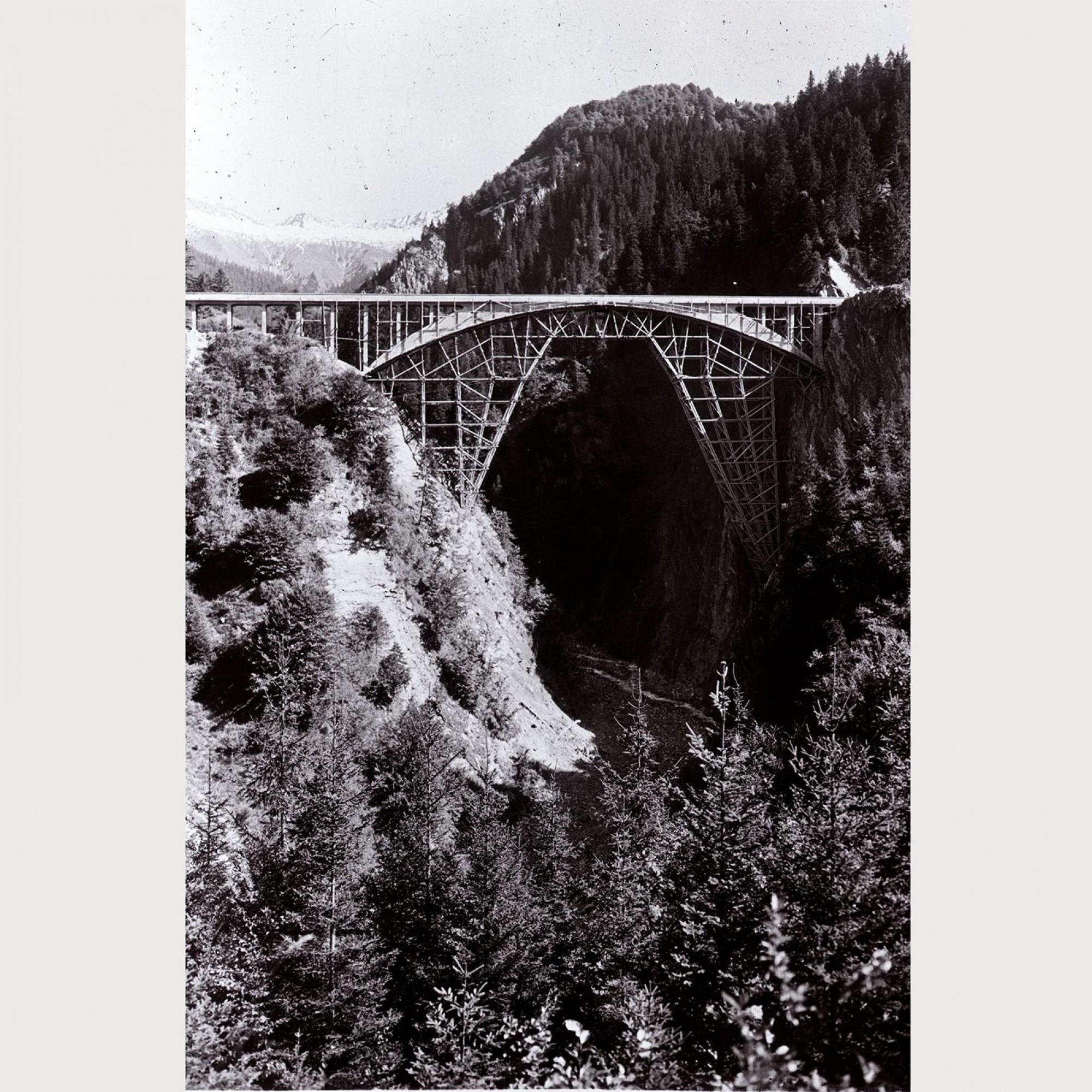 Lehrgerüst der Salginatobelbrücke.