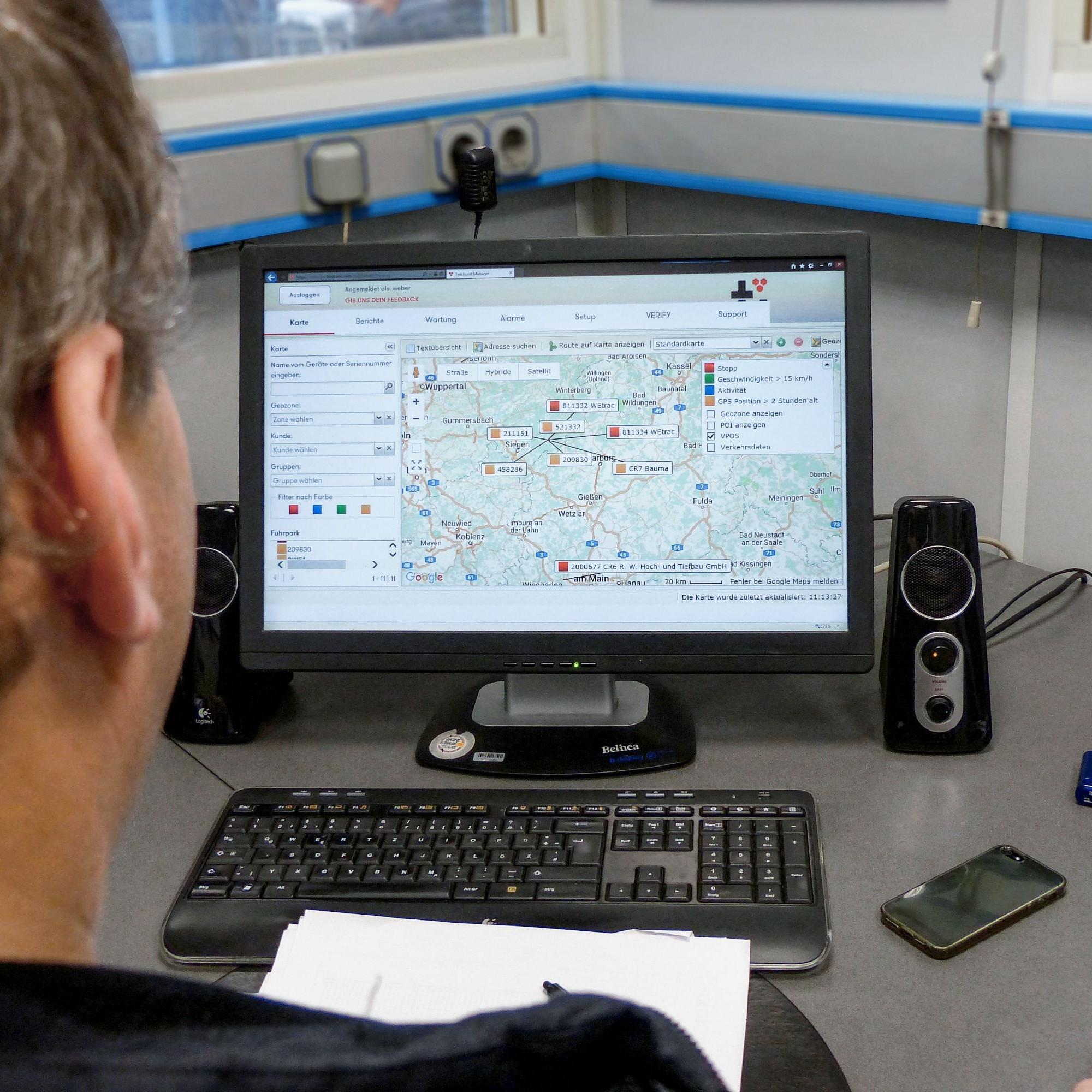 Flottenmanager können am Bürorechner den Standort ihrer Maschinen einsehen und per Geofencing eine allfällige Fremdnutzung oder Diebstahl verhindern.