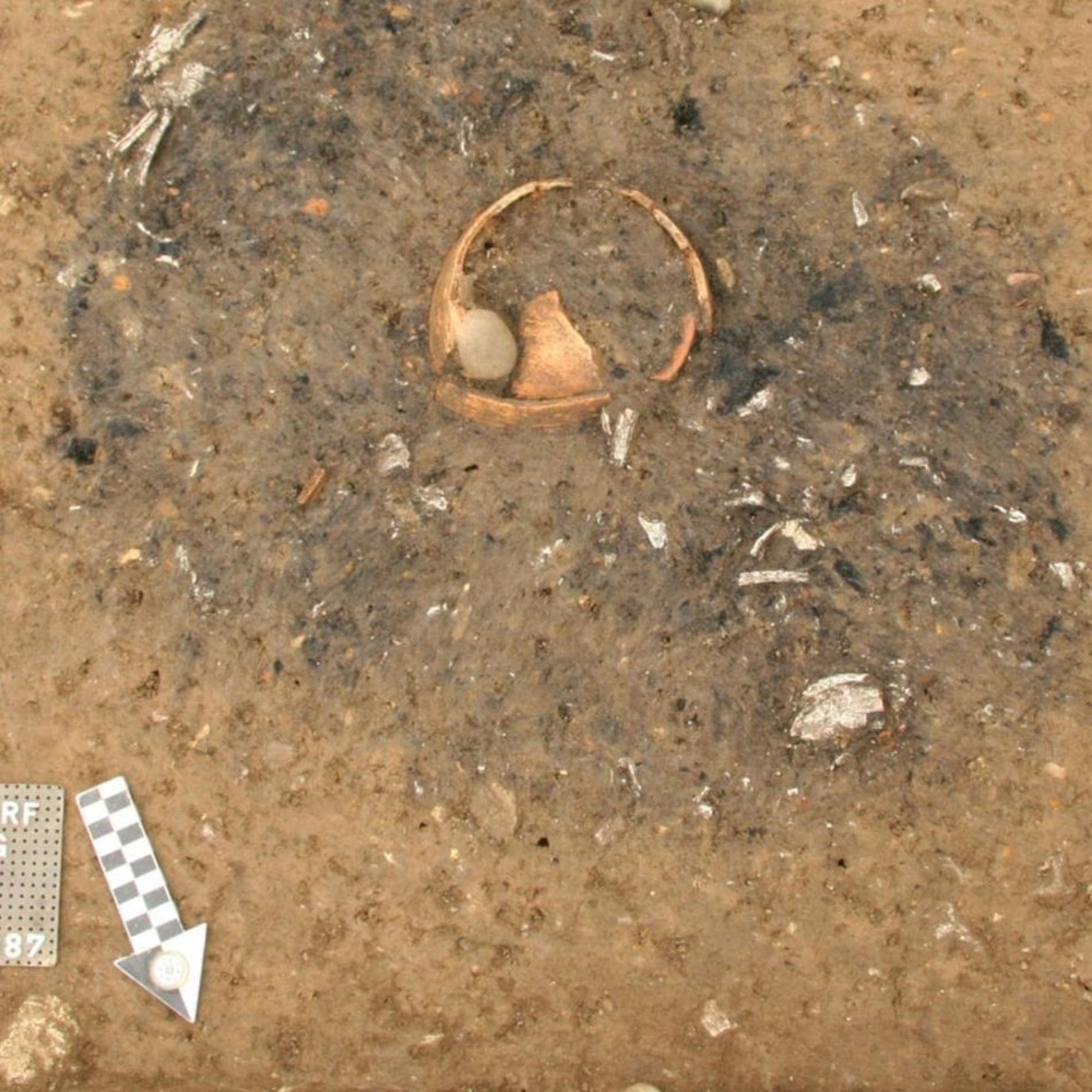 Brandgrab nach der Ausgrabung